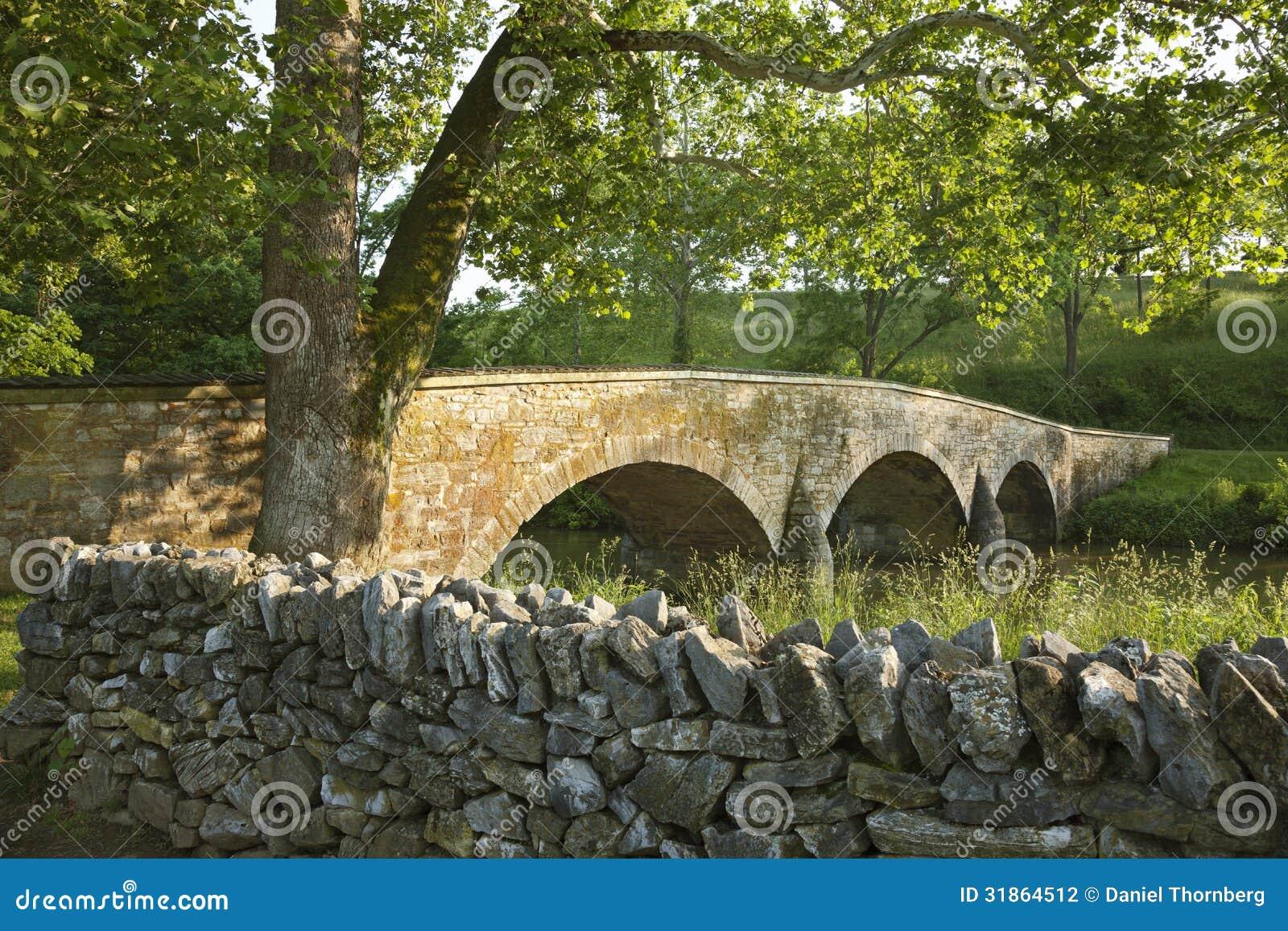 El puente de Burnside en el campo de batalla de Antietam (Sharpsburg) en Maryla