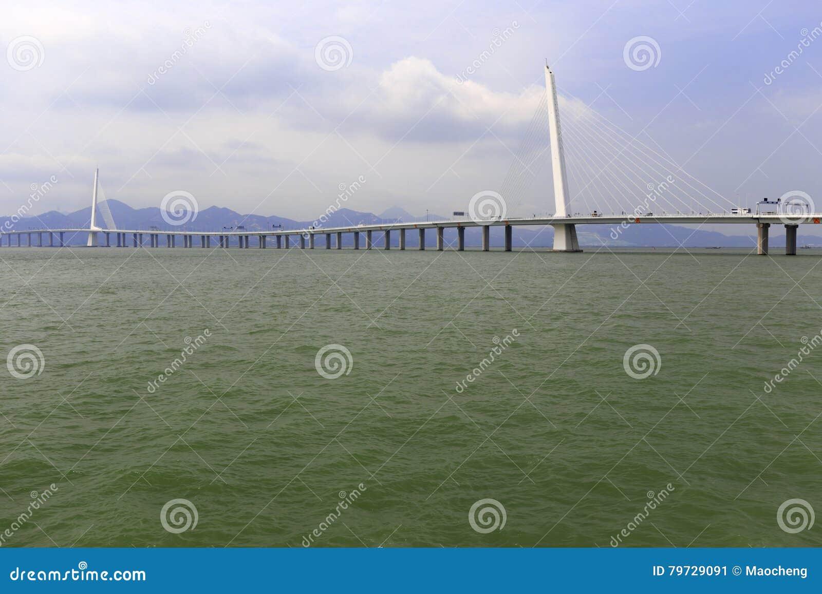 El puente famoso de la bahía de Shenzhen