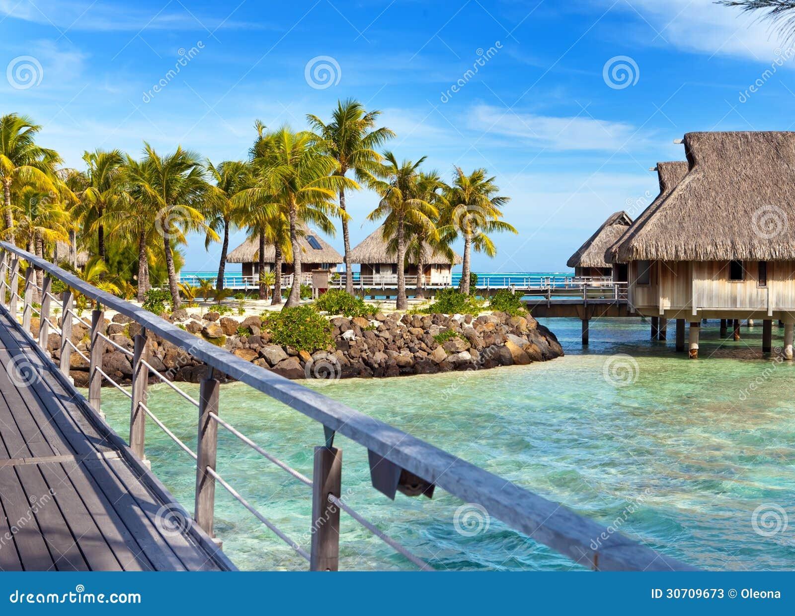El puente sobre el mar y las casas de campo imagen de - Casas en el mar ...