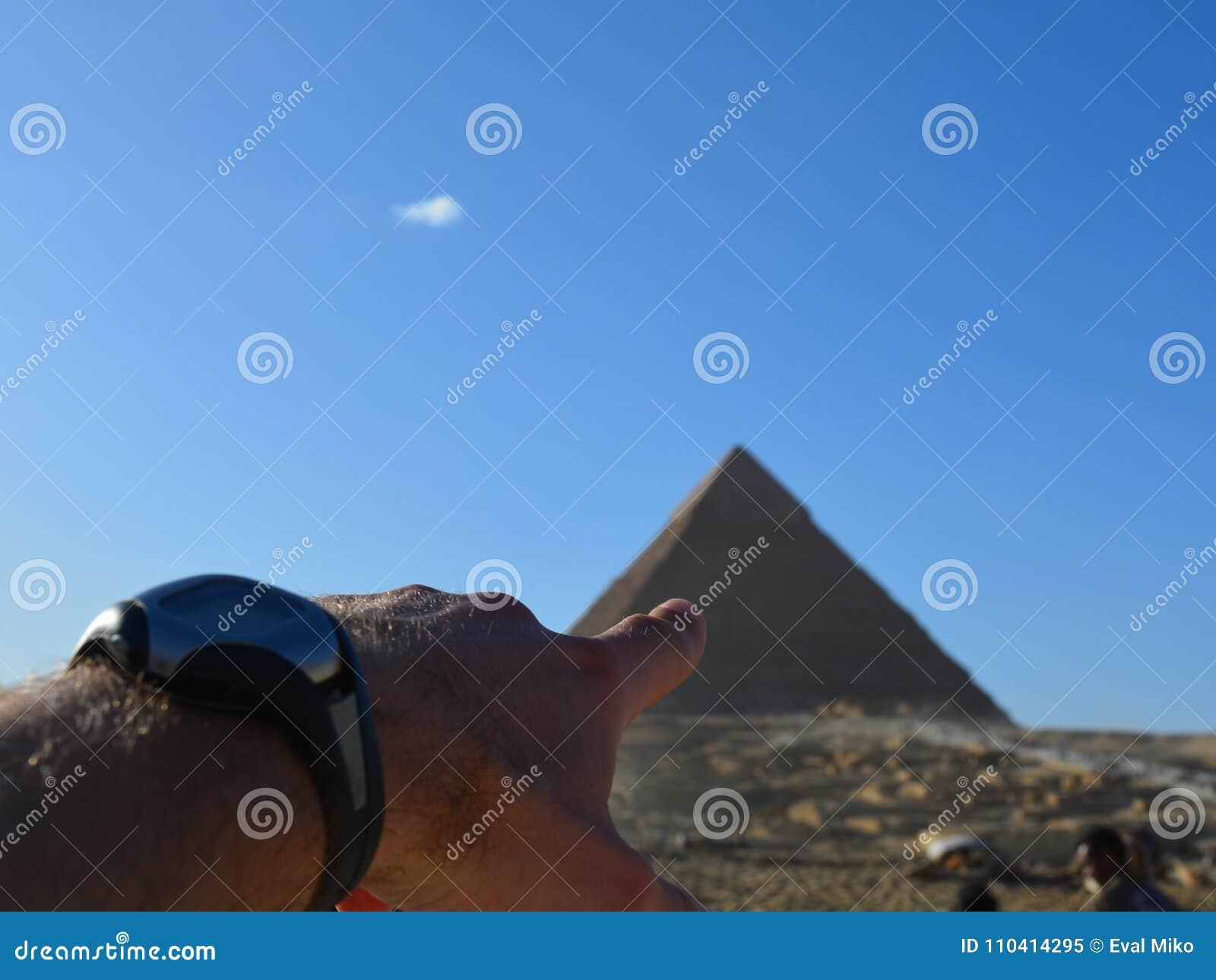 El punto del interés es pirámide egipcia