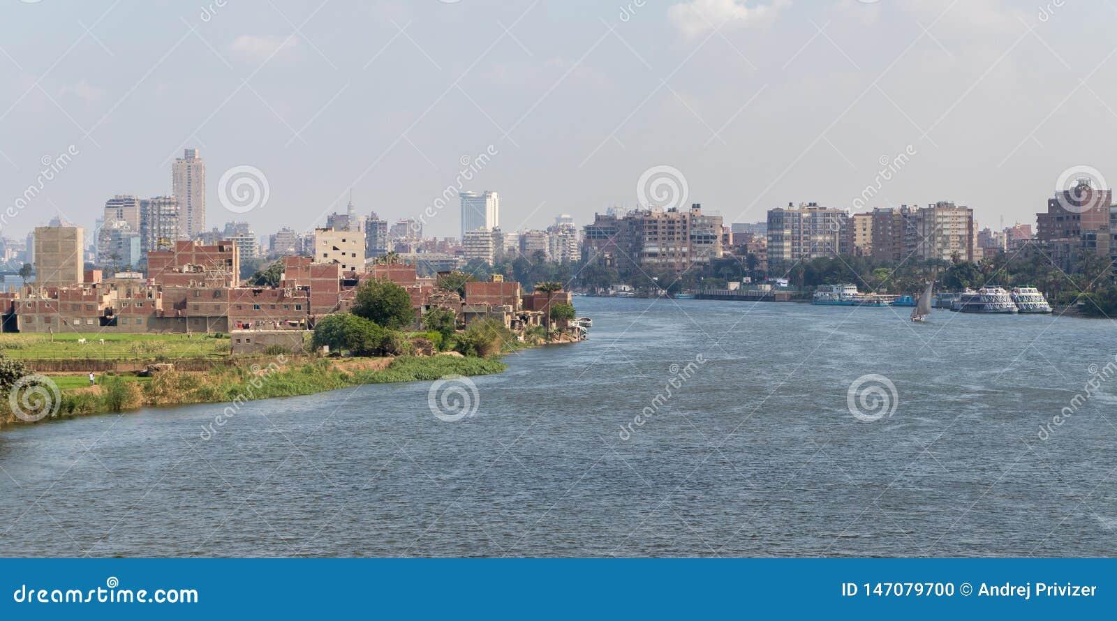 El río Nilo en el corazón de la ciudad de El Cairo