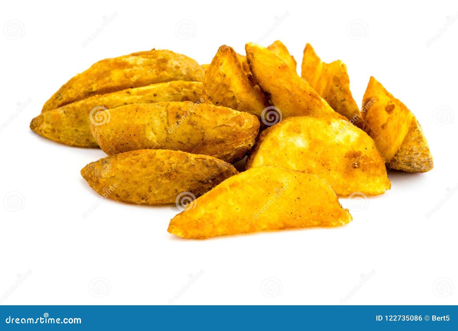 El recorte blanco aislado patata del fondo de las patatas de las cuñas de la cuña cortó Whiteroom