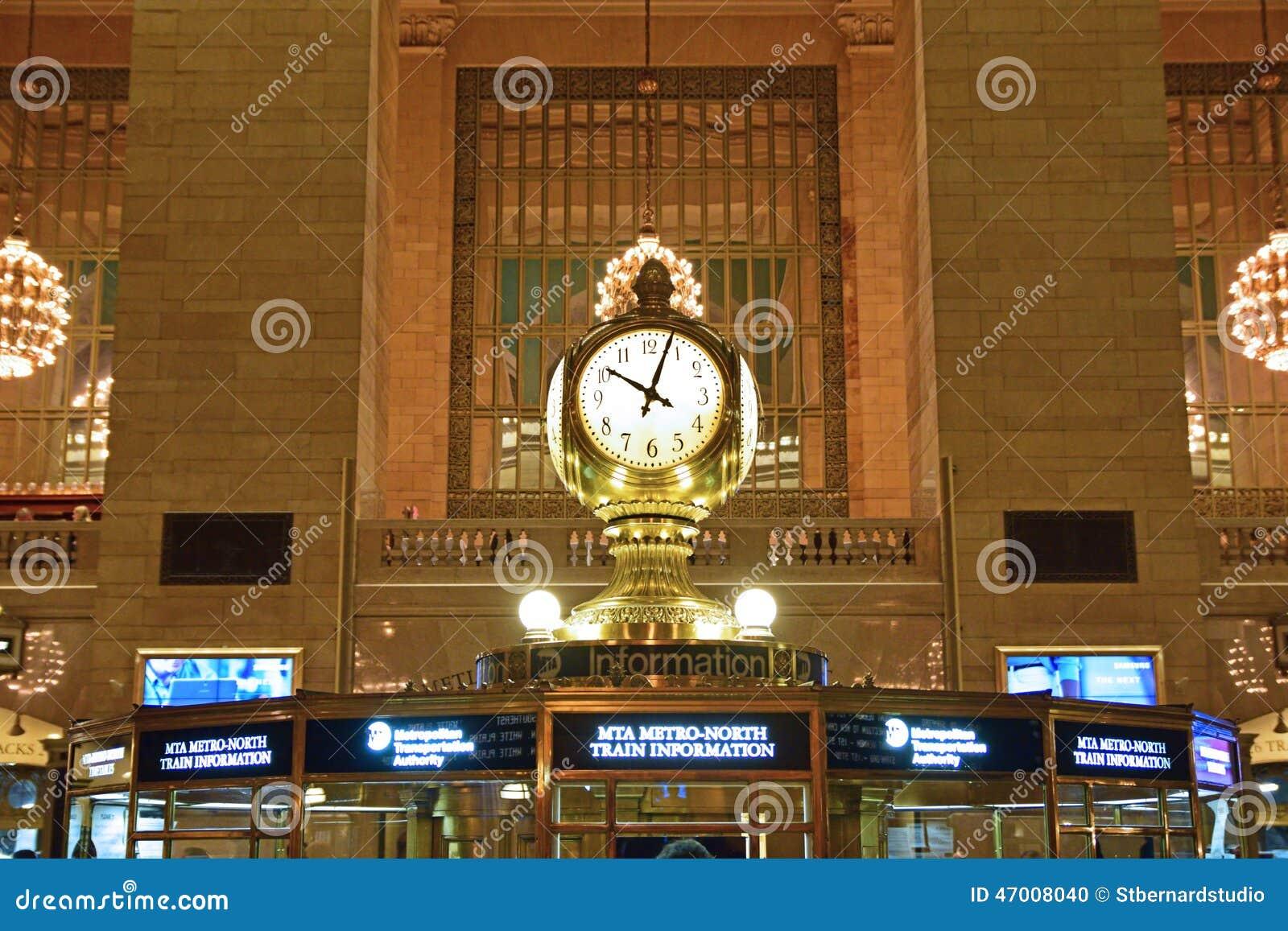 El reloj hecho frente cuatro encima de la cabina de información es uno del icono más reconocible de Grand Central