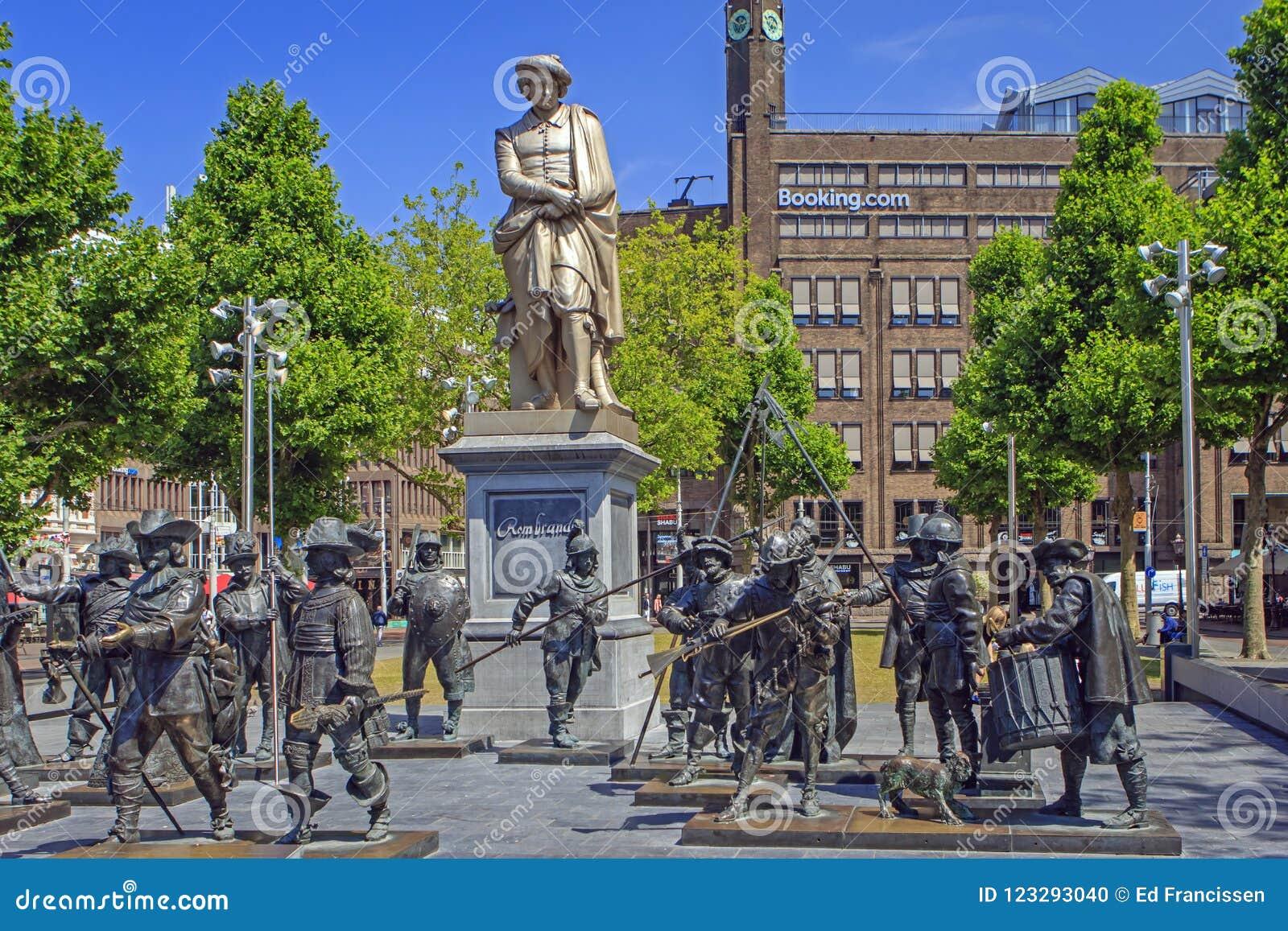 El Rembrandtplein en el centro de Amsterdam, los Países Bajos