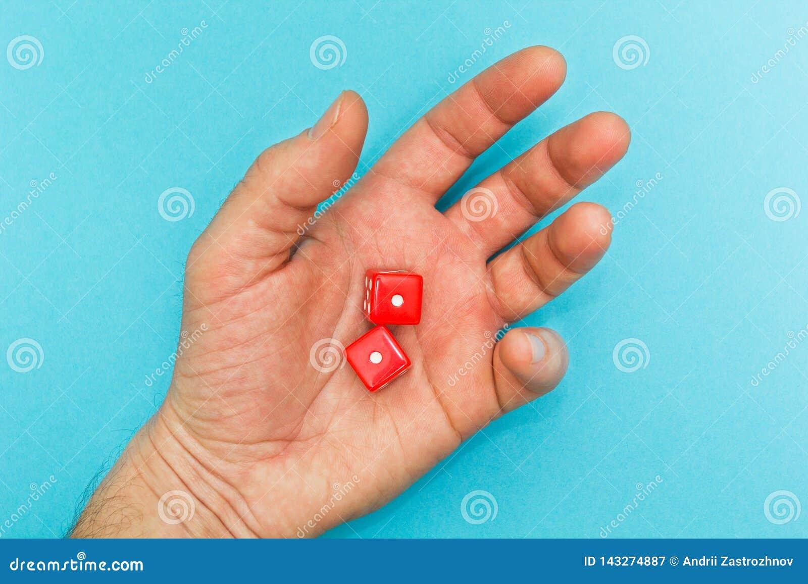 El rojo corta en cuadritos en la mano, fracaso