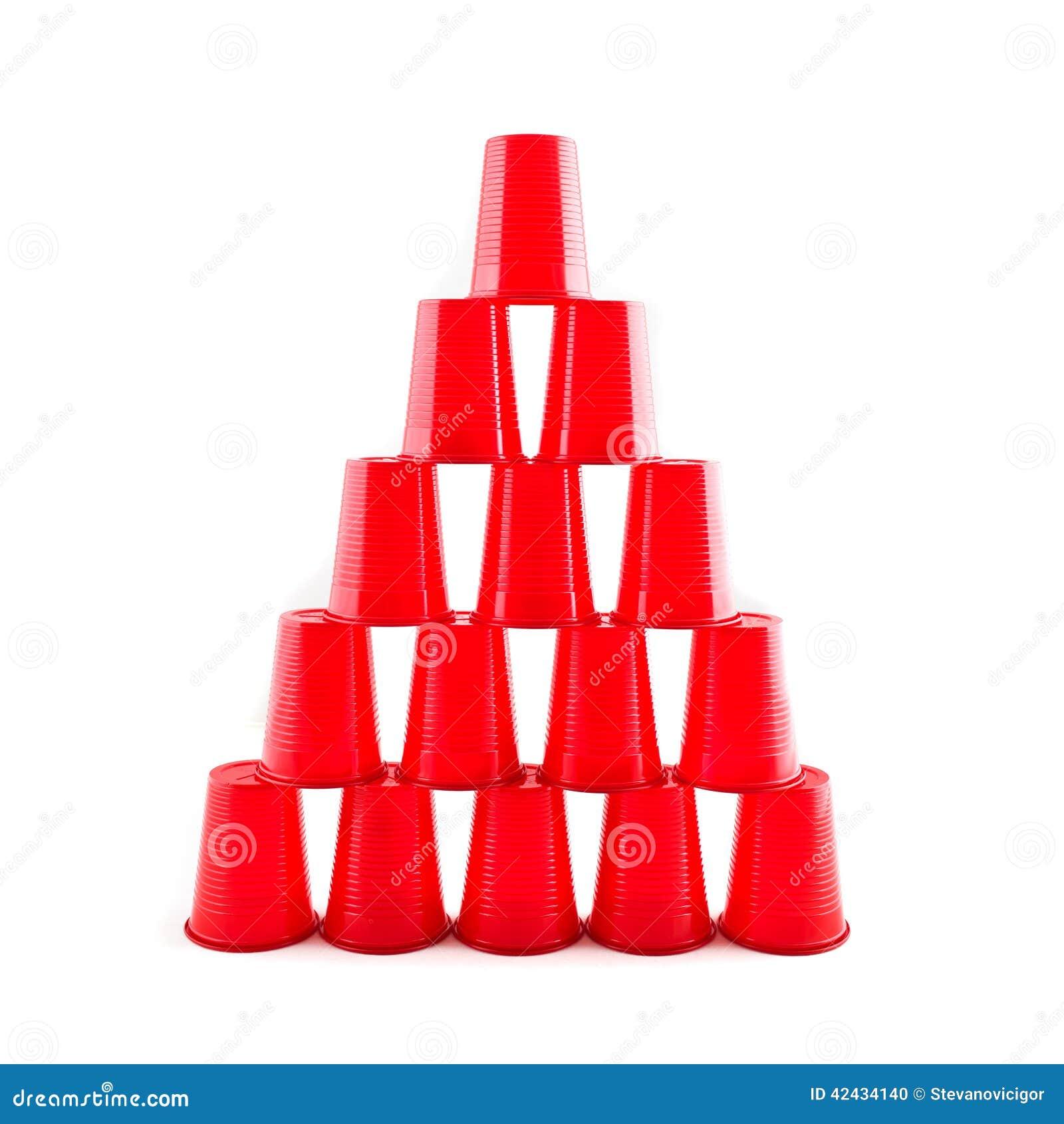 El rojo plástico vacío ahueca la pirámide
