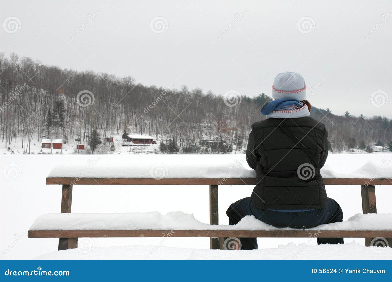 El sentarse en la nieve