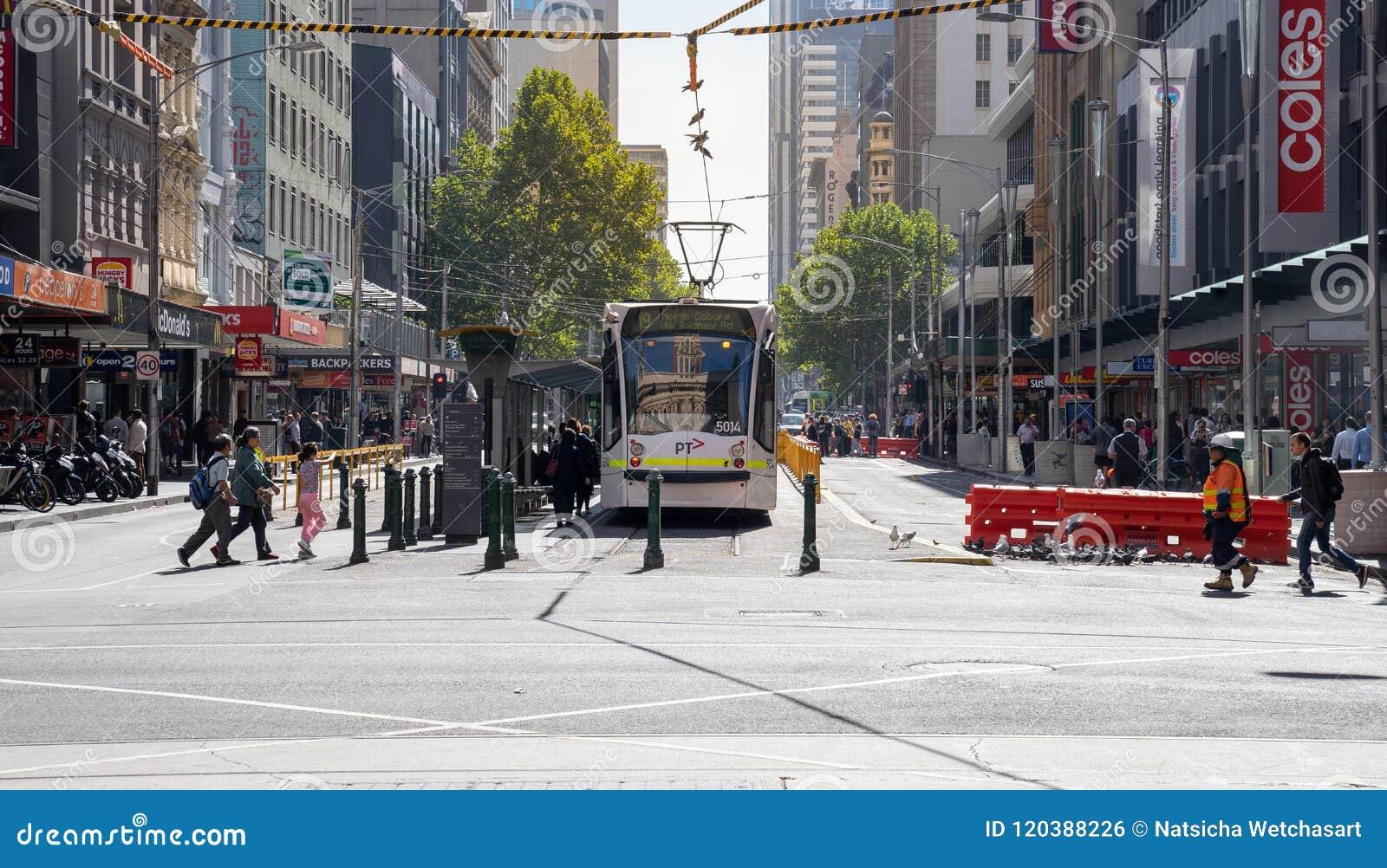 El servicio de la tranvía del círculo de la ciudad de Melbourne está actuando en el b central