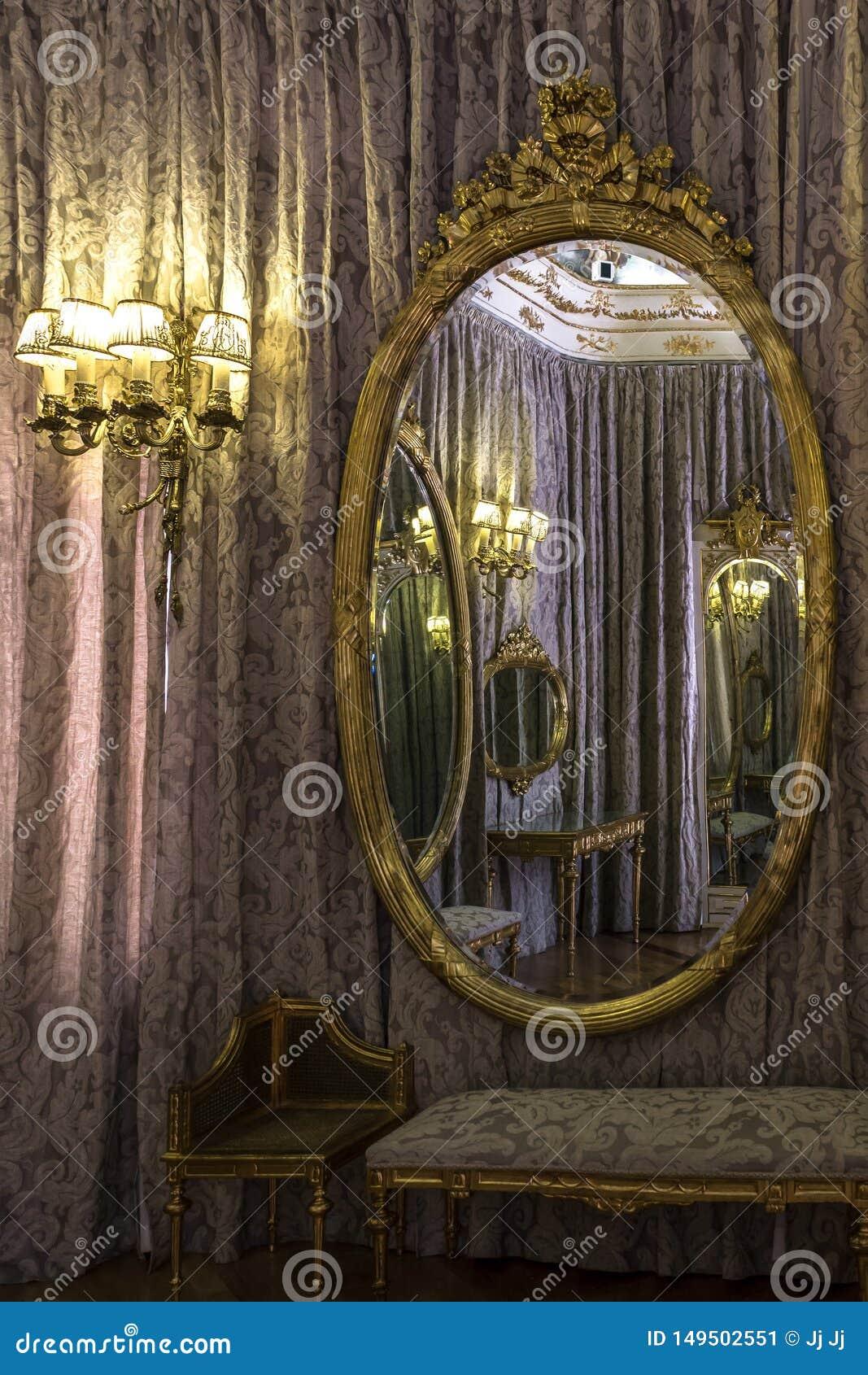El sitio clásico reflejó en un espejo