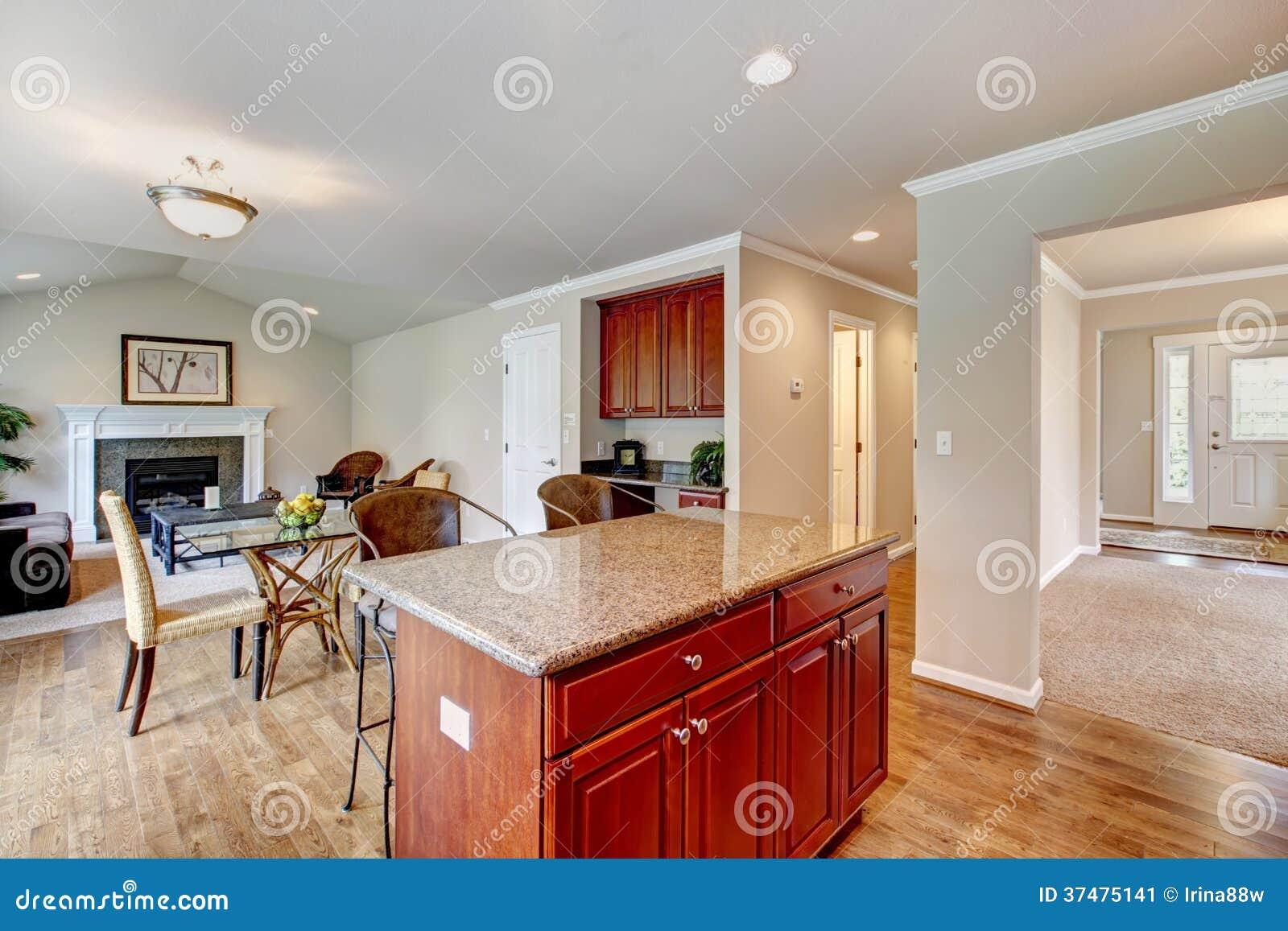 El sitio elegante de la cocina con comedor extendi a la for Mesa de comedor en la sala de estar