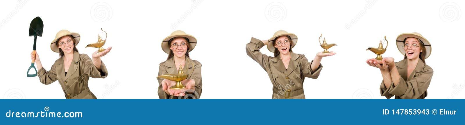 El sombrero del safari de la mujer que lleva en blanco