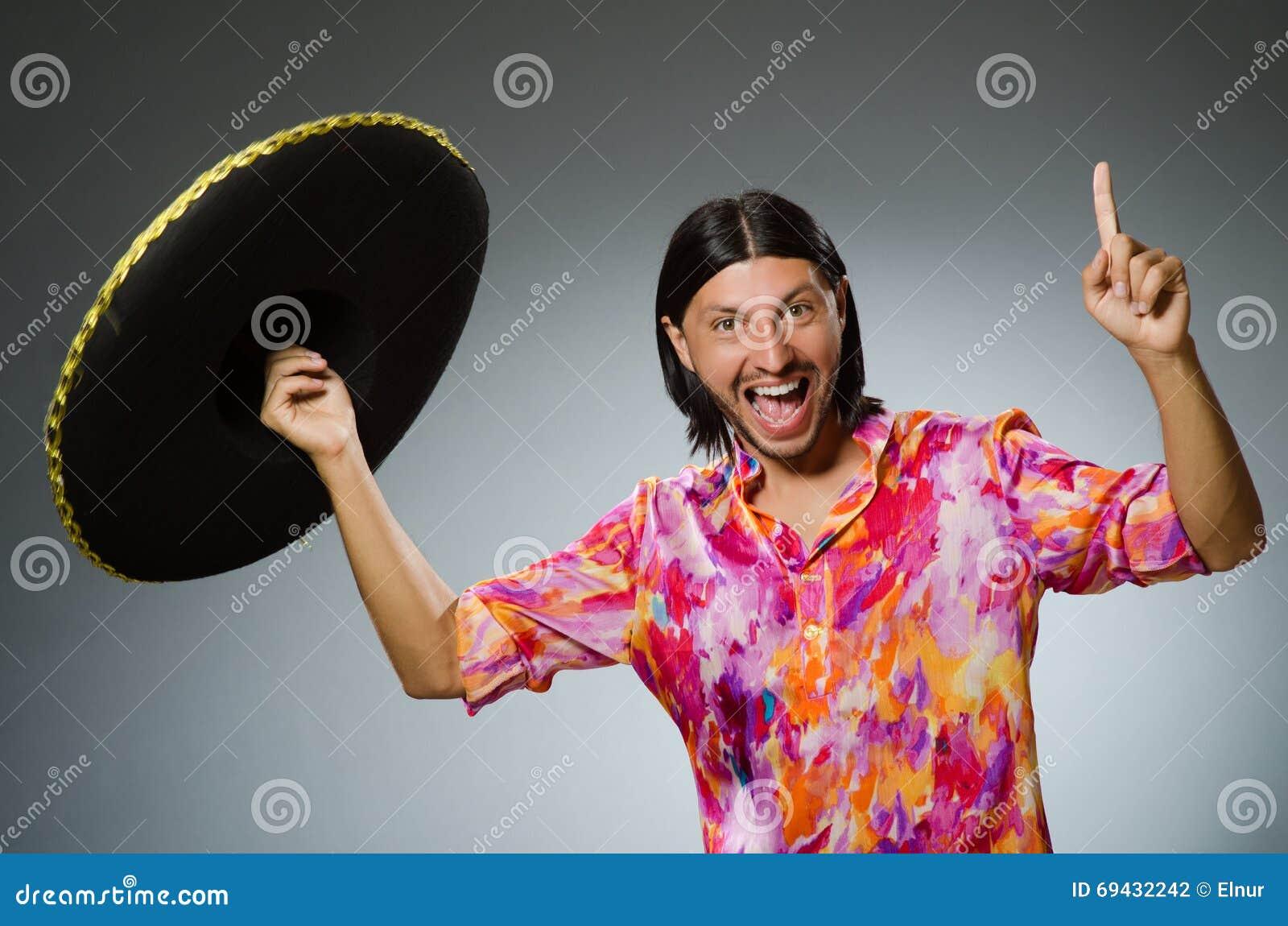 el sombrero latino personals Mike myers protagoniza esta película en el papel del travieso visitante felino con sombrero que enseña a 2 pequeños que.