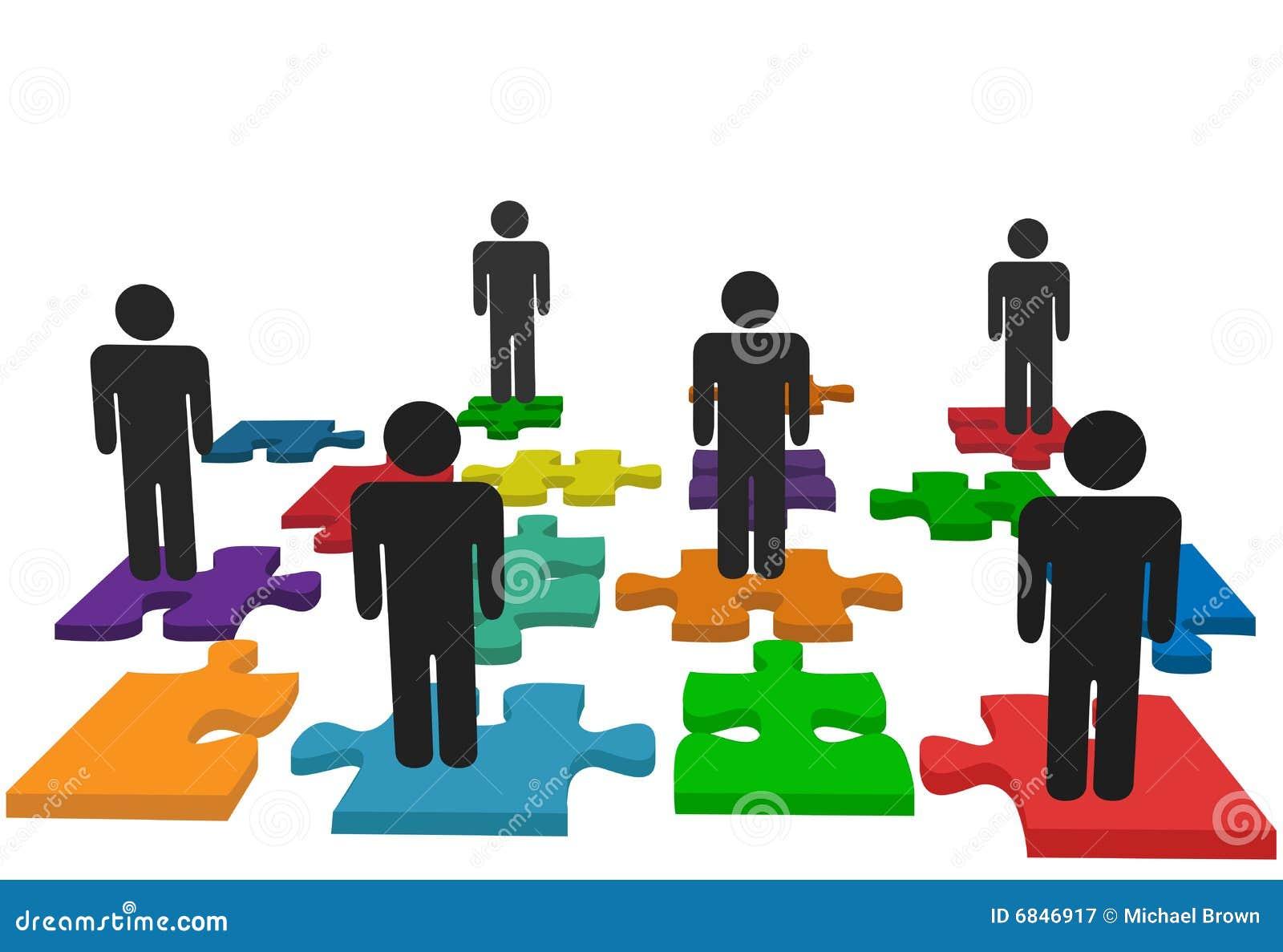 El soporte de las personas de la gente del símbolo en rompecabezas de rompecabezas junta las piezas