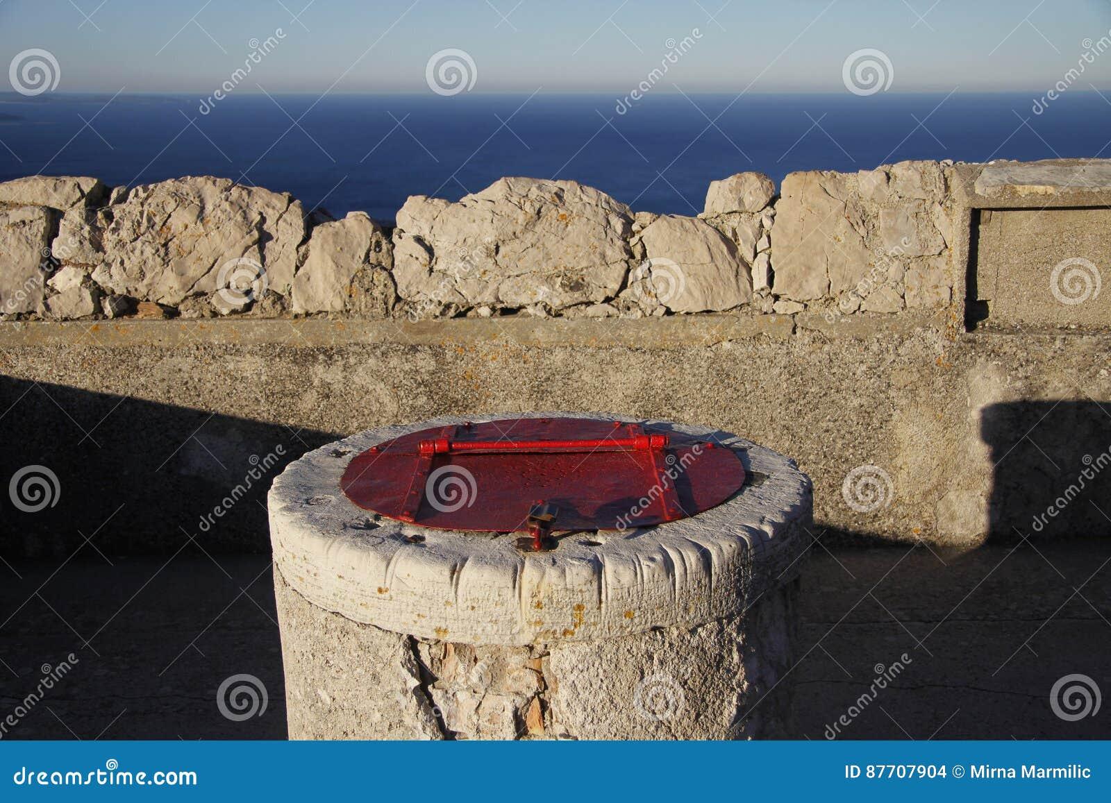 El tanque de agua de piedra