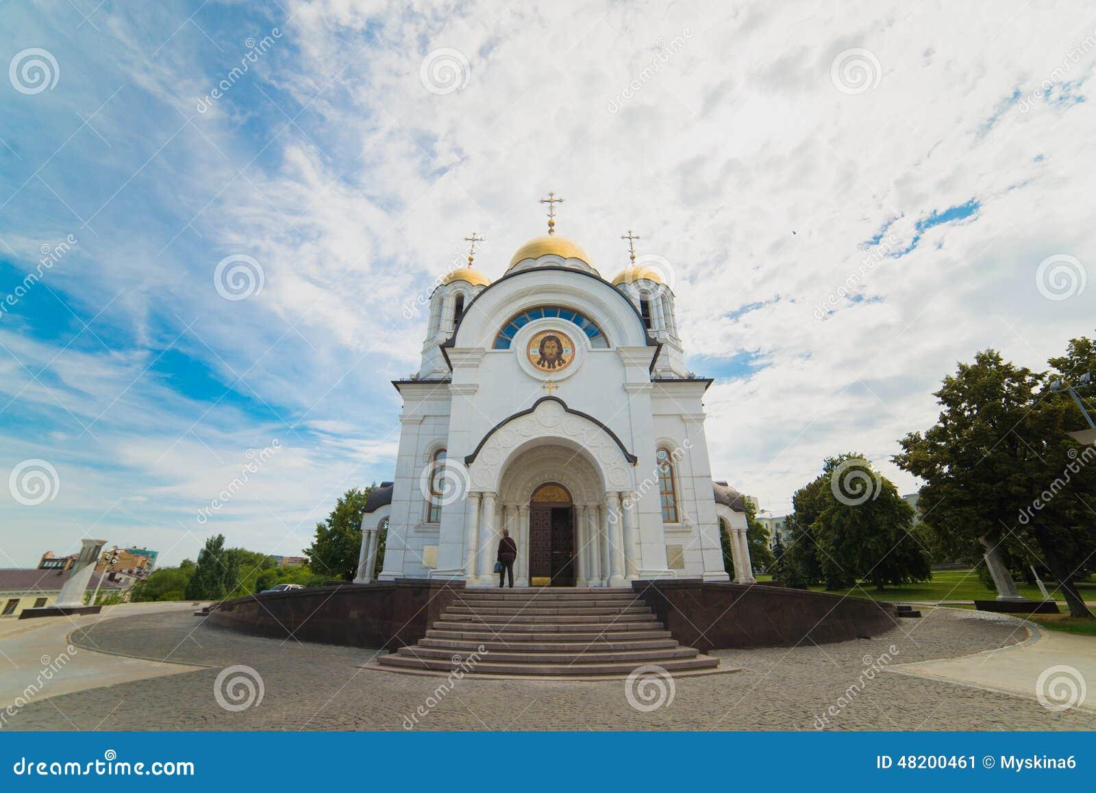El templo en honor de San Jorge el victorioso en Samara de la ciudad
