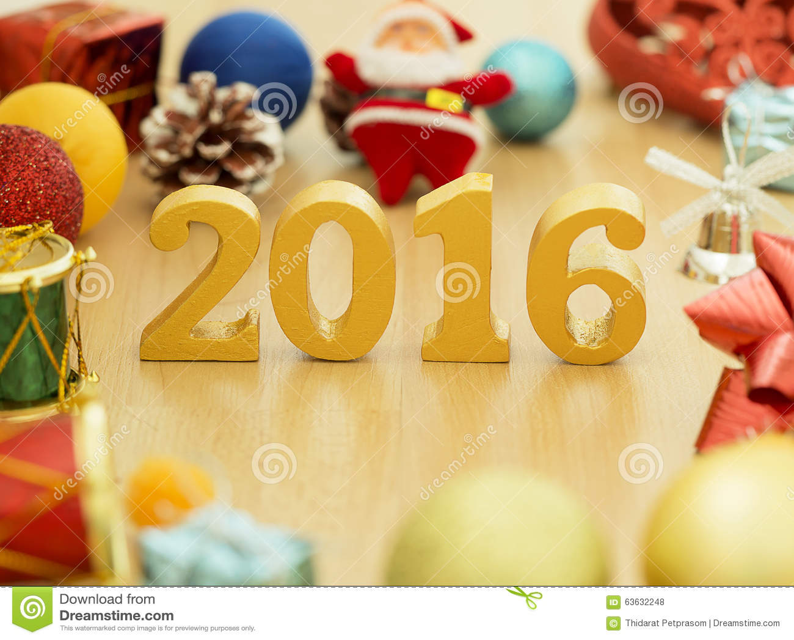 El texto del oro 2016, hace de la madera Año de oro 2016 Decoración del Año Nuevo, texto del primer 2016 Feliz Año Nuevo 2016 Oro