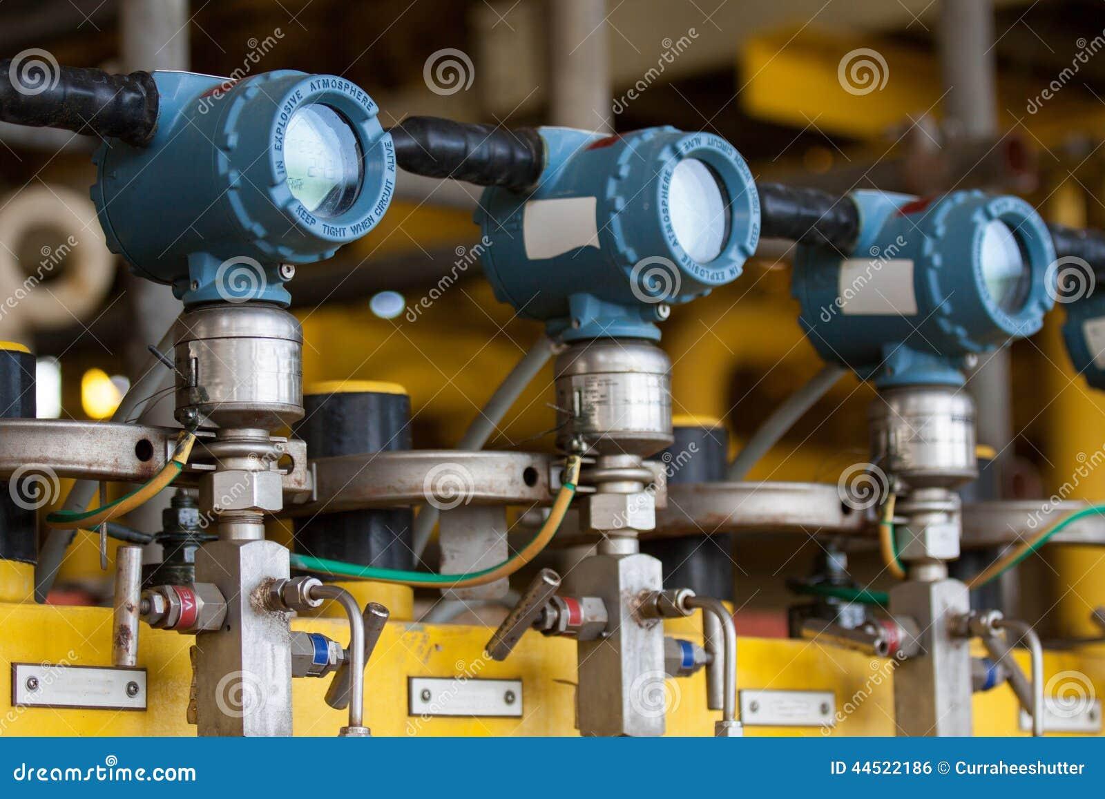 El transmisor de presión en proceso del petróleo y gas, envía la señal a la presión del regulador y de la lectura en el sistema