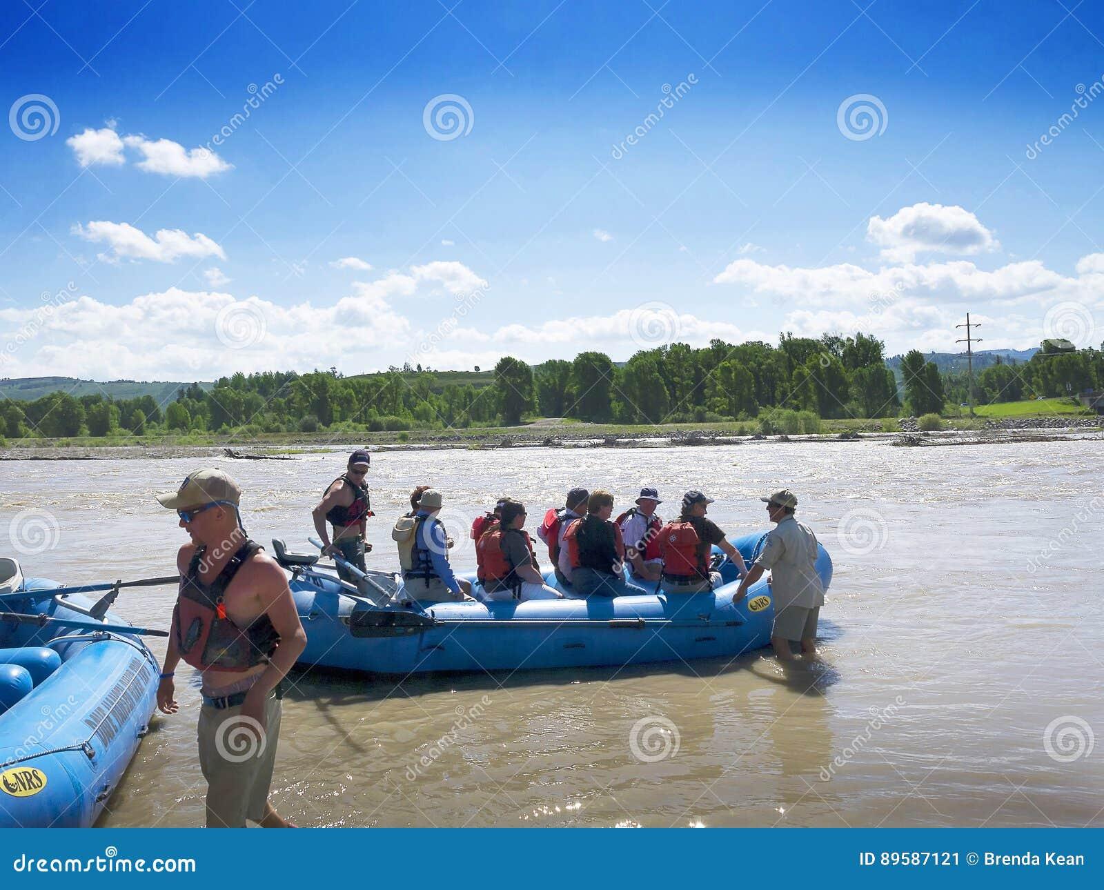 El transportar en balsa en el río Snake en el parque nacional magnífico los E.E.U.U. de Teton