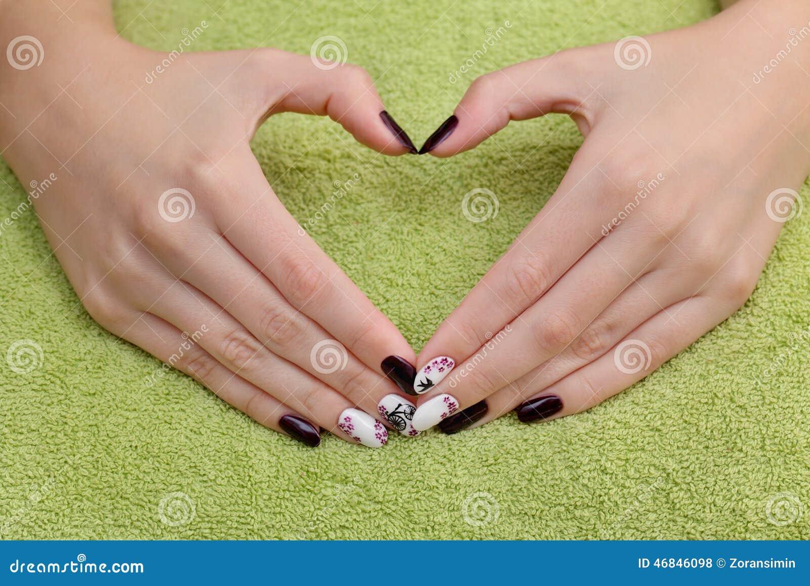 El Tratamiento De La Belleza De Las Uñas, Manos Muestra La Muestra ...