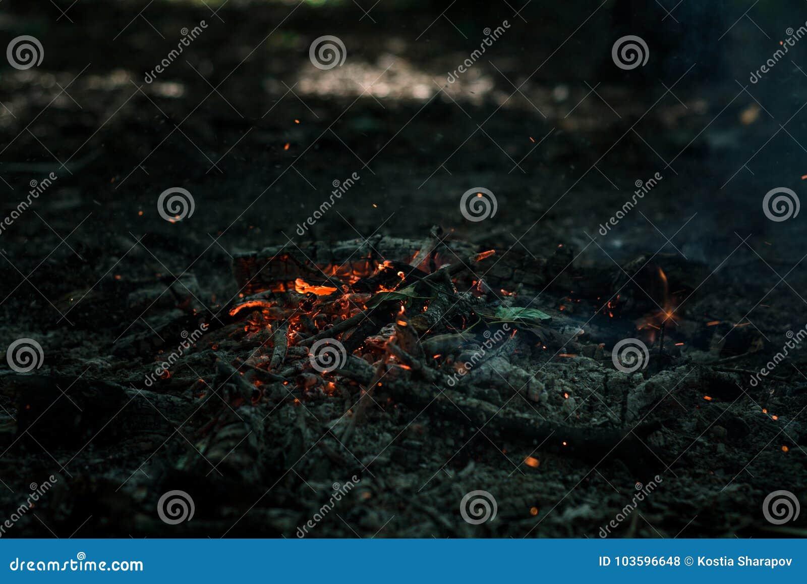 El viento está soplando en los carbones