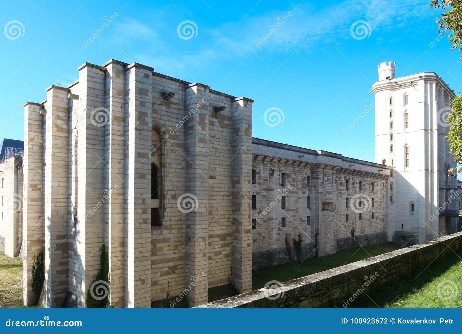 El Vincennes es castillo histórico situado en el este de París, Francia