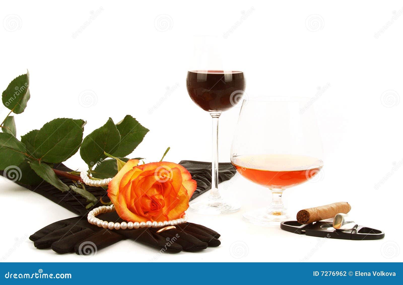 El vino del coñac y se levantó