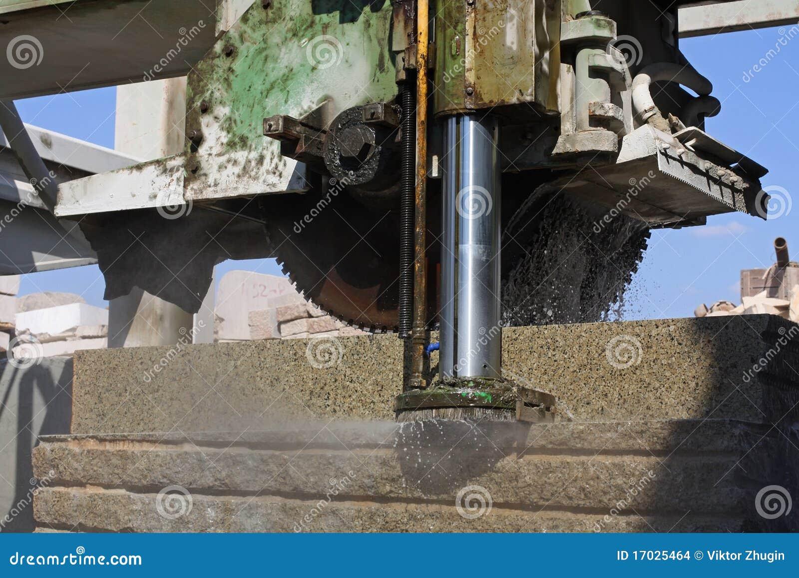 Elaborare dei blocchetti del granito