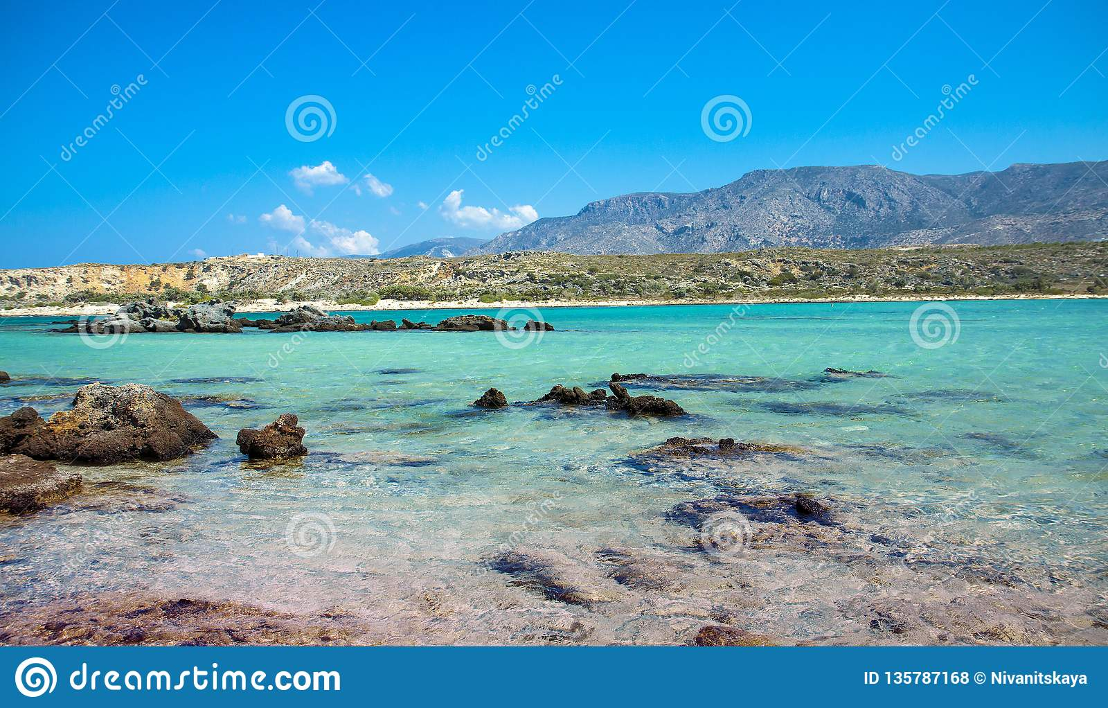Elafonisi strand med rosa sand på Kreta, Grekland