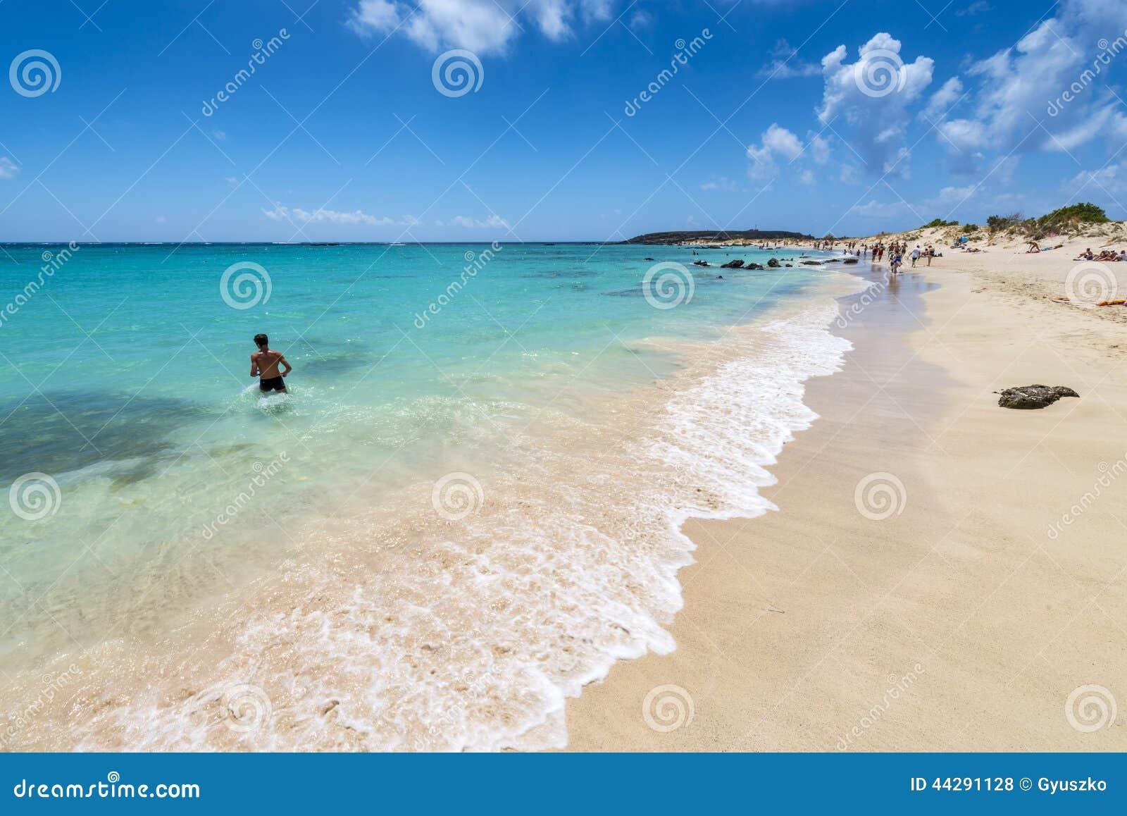 Elafonissi桃红色沙子海滩