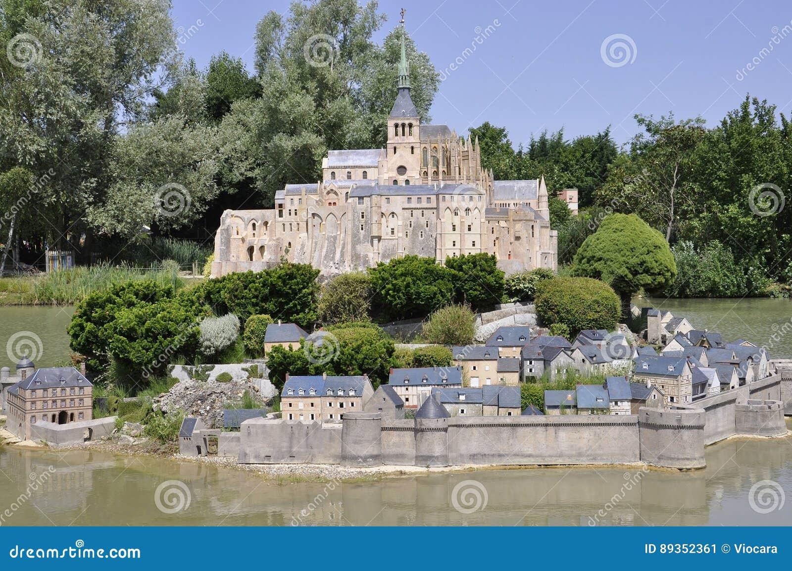 Elancourt F El 16 De Julio Mont Saint Michel En La Reproducci N  # Muebles Saint Michel