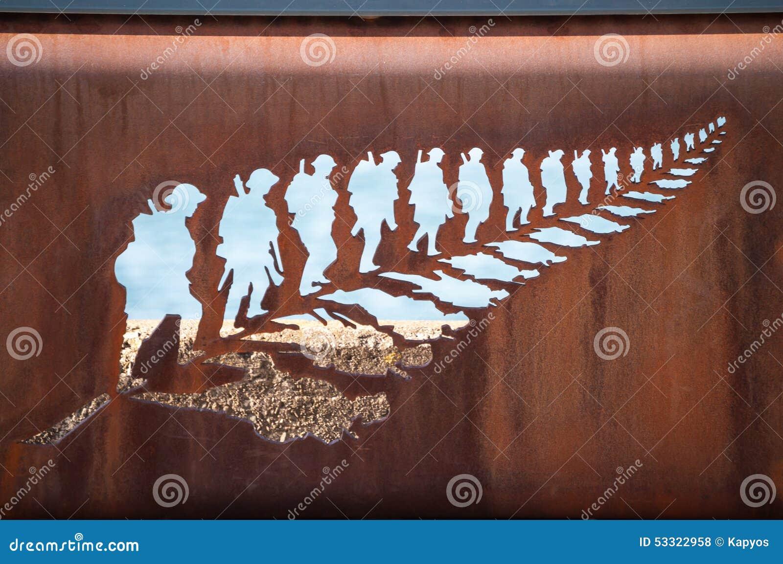Żelaznego rzeźba paprociowego liścia wyszkoleni żołnierze
