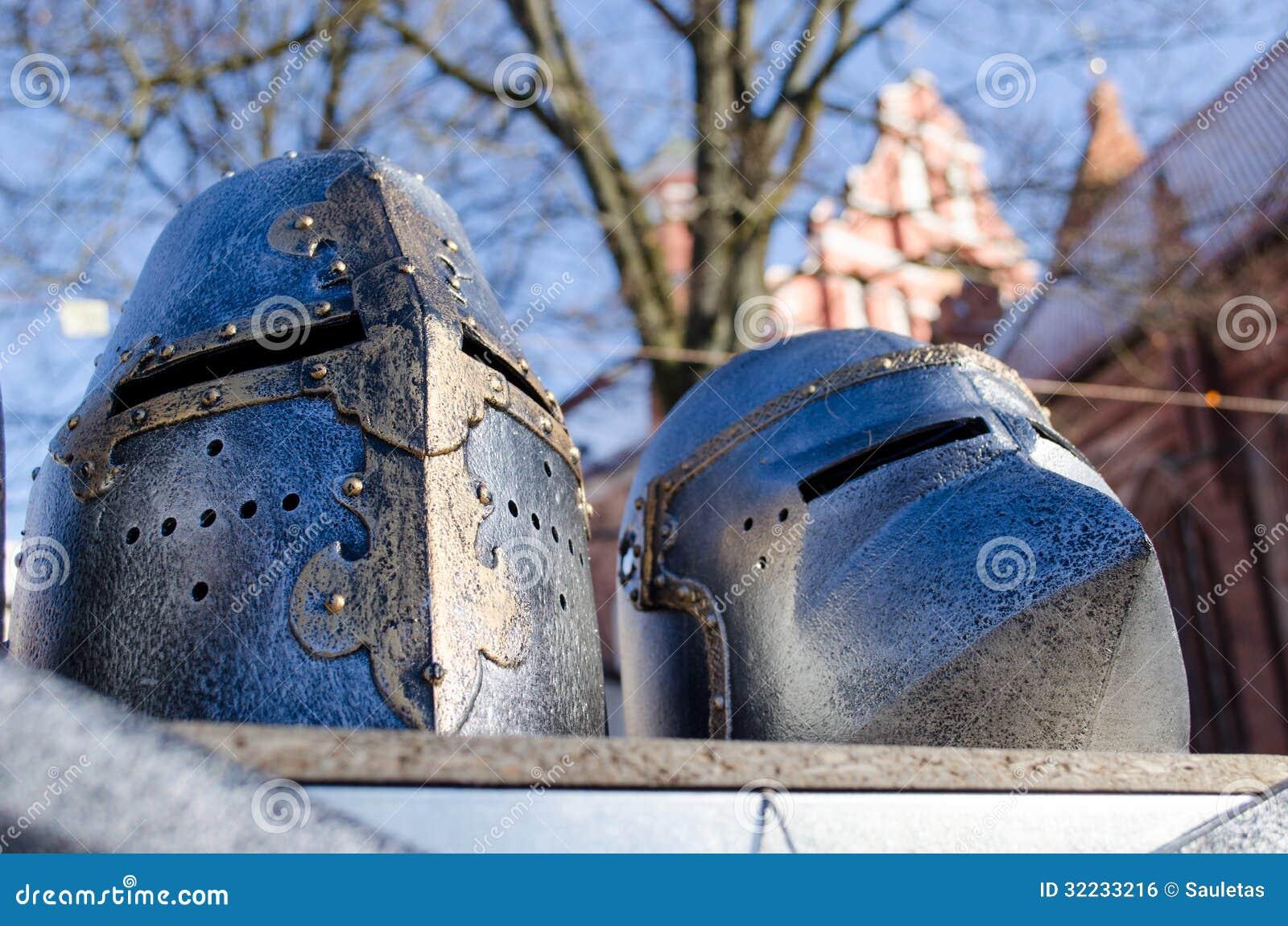 Żelazny średniowieczny wojownika hełma imitaci rynku jarmark