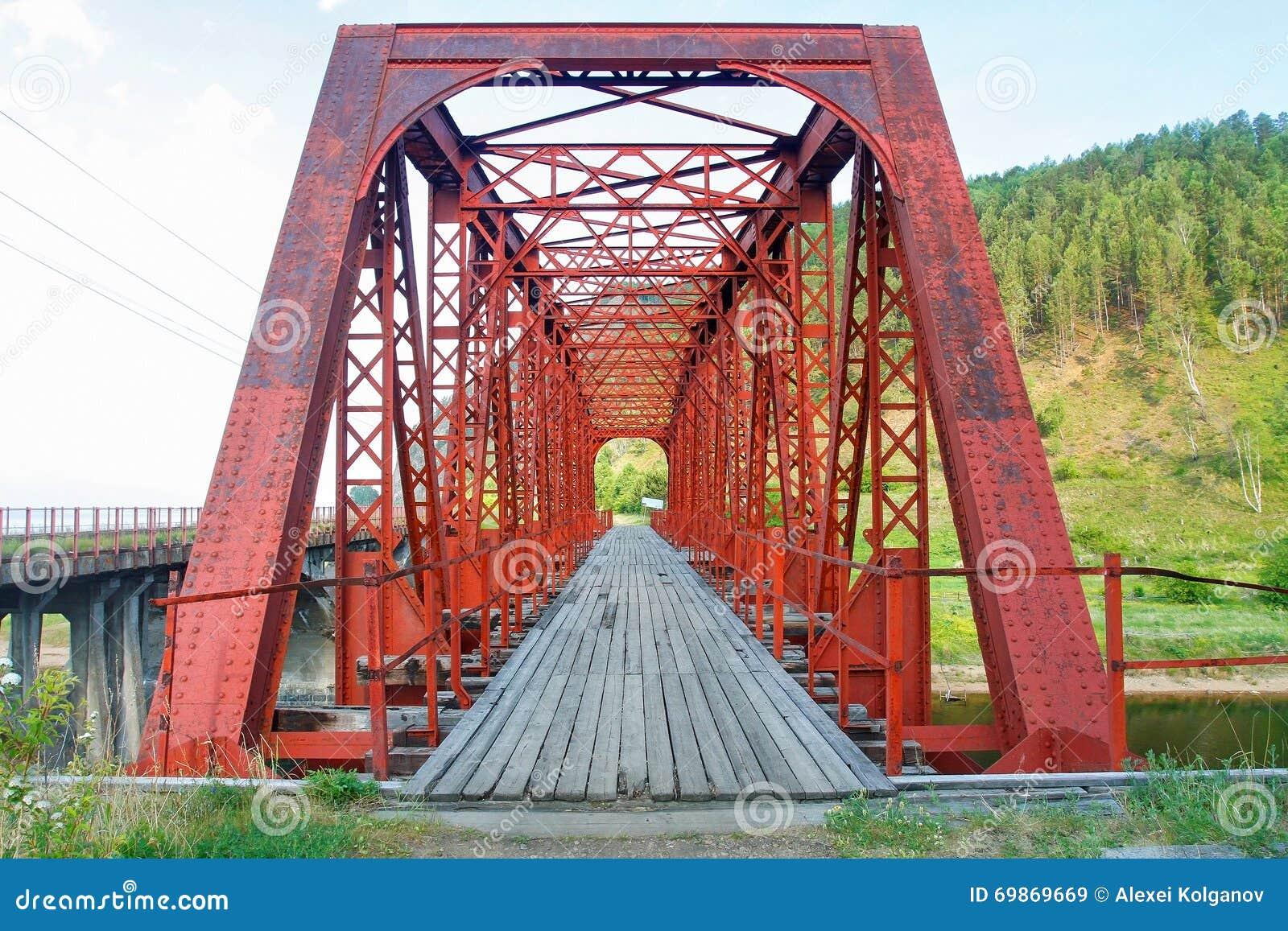 Żelazny most na Jeziornym Baikal