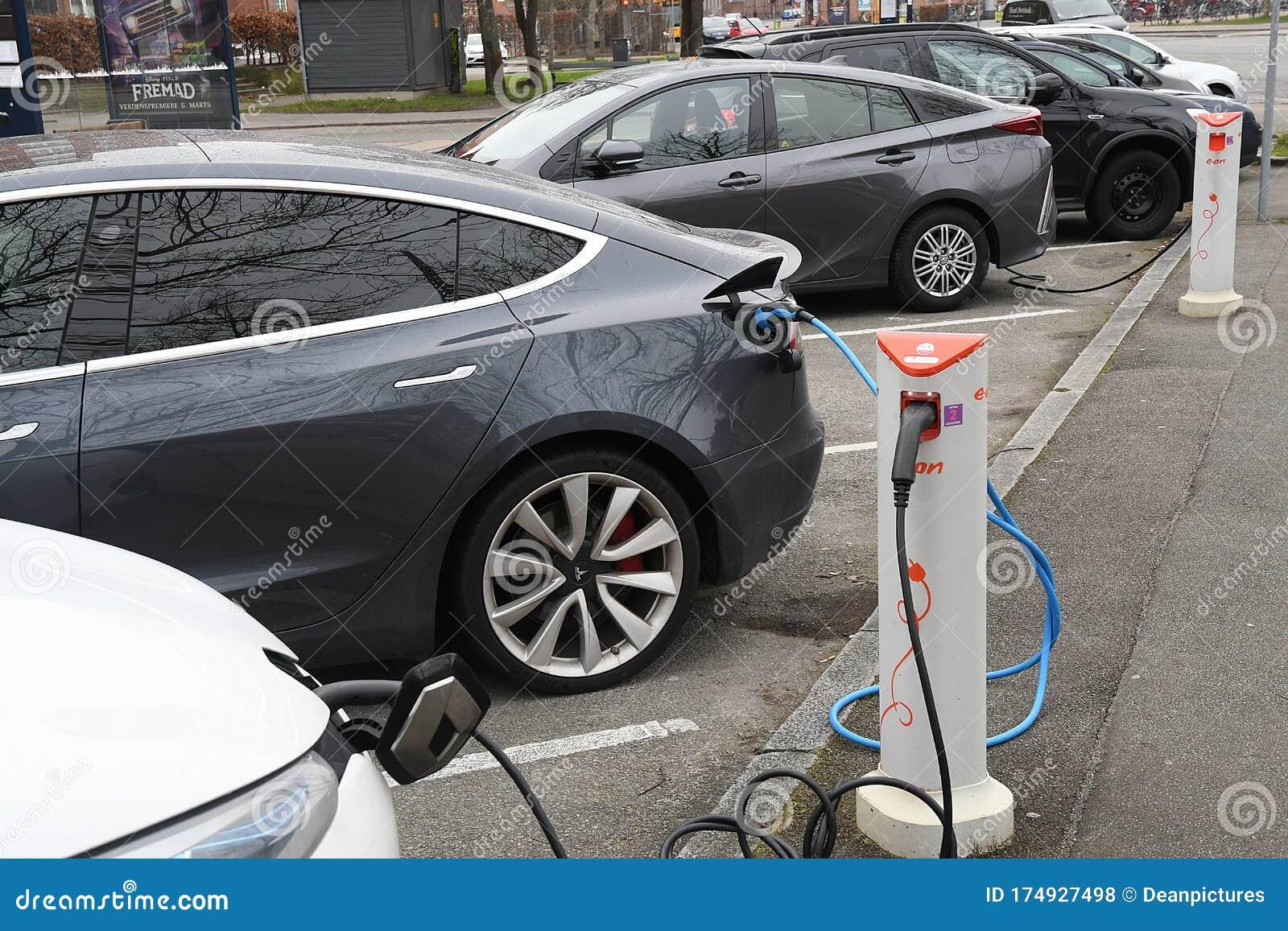 Electirc Auto At Charge Point N Copenhagen Editorial Stock Photo Image Of Electir Autos 174927498