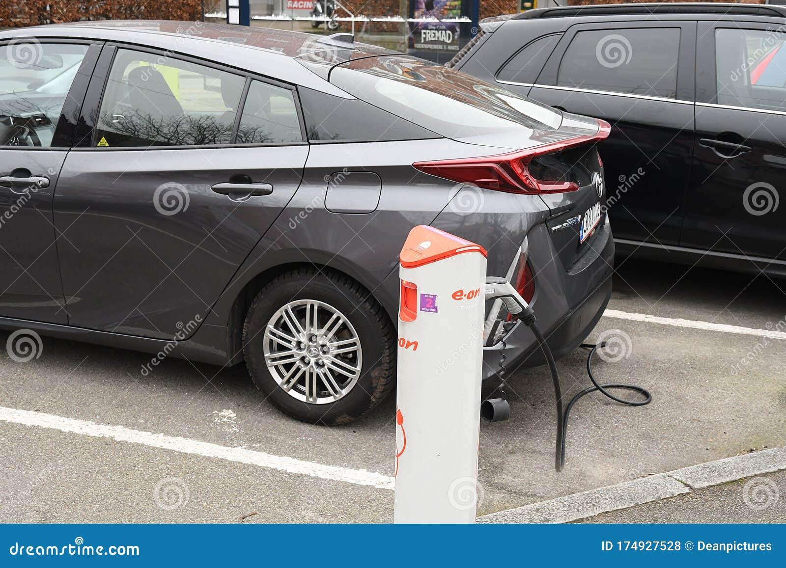 Electirc Auto At Charge Point N Copenhagen Editorial Stock Photo Image Of Vehcile Copenhagen 174927528
