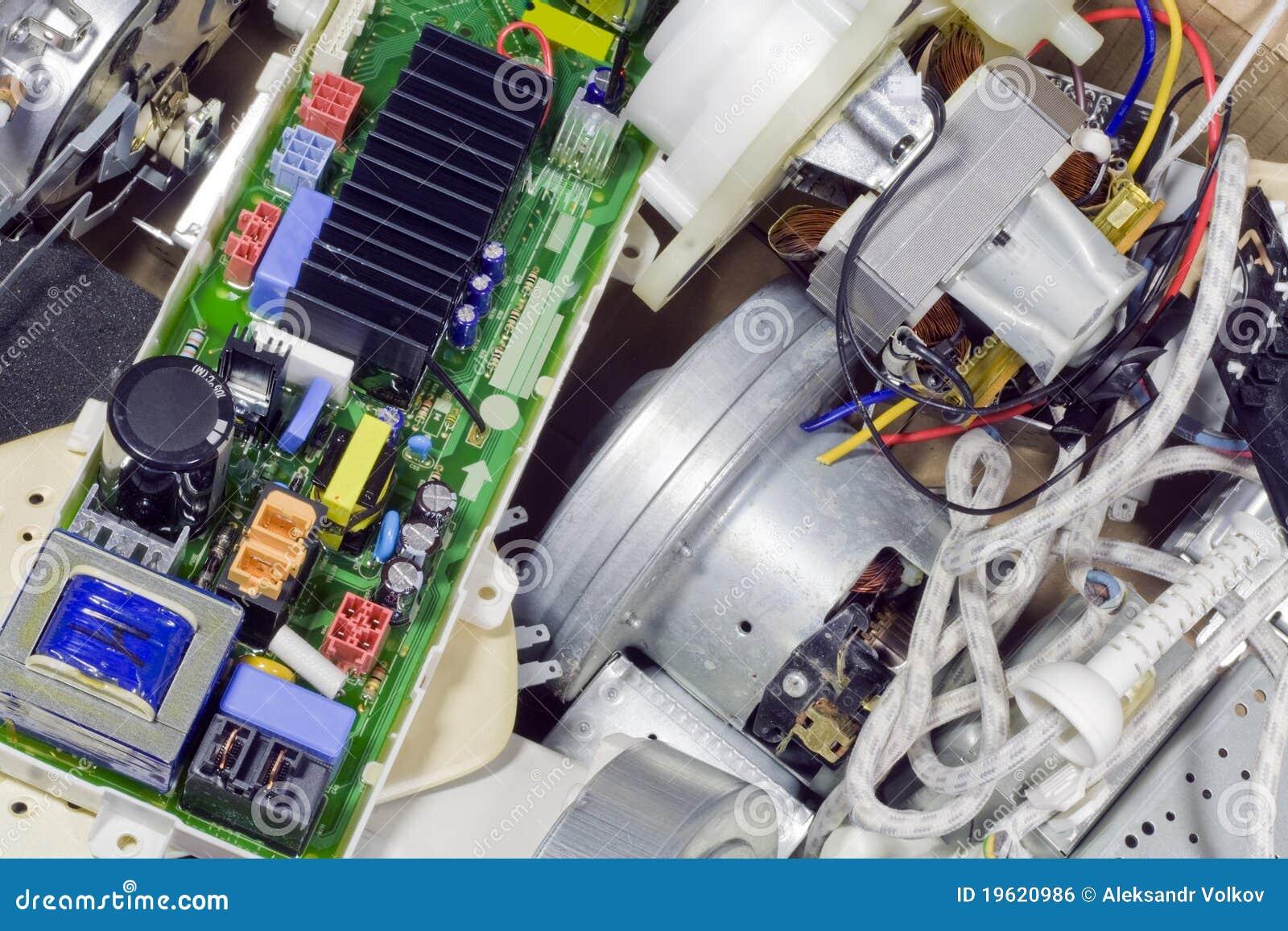 Electr nica quebrada en vaciado de basura imagen de - Electronica del hogar ...