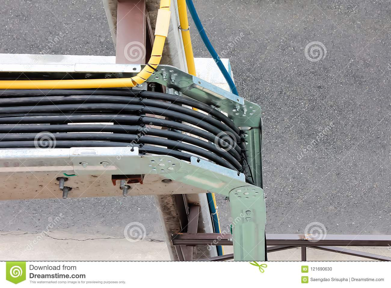Stupendous Electric Wiring With Rails Is A Popular Method In Large Buildings Wiring 101 Akebretraxxcnl