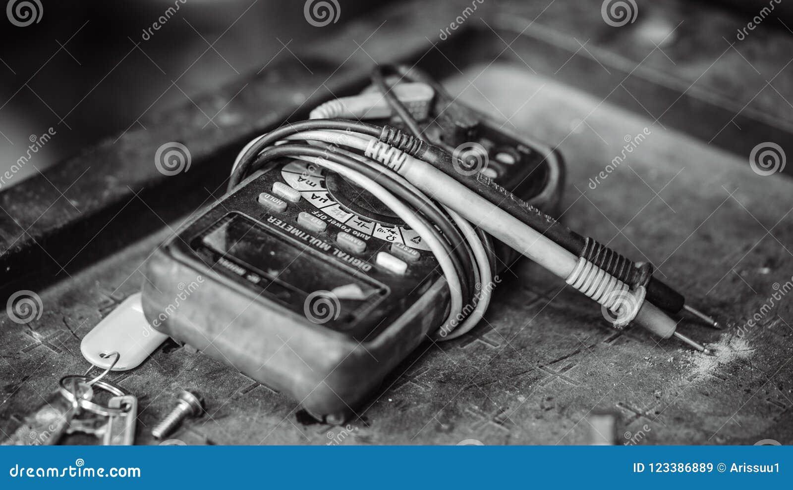 Electrical Digital Multimeter Indicator Device