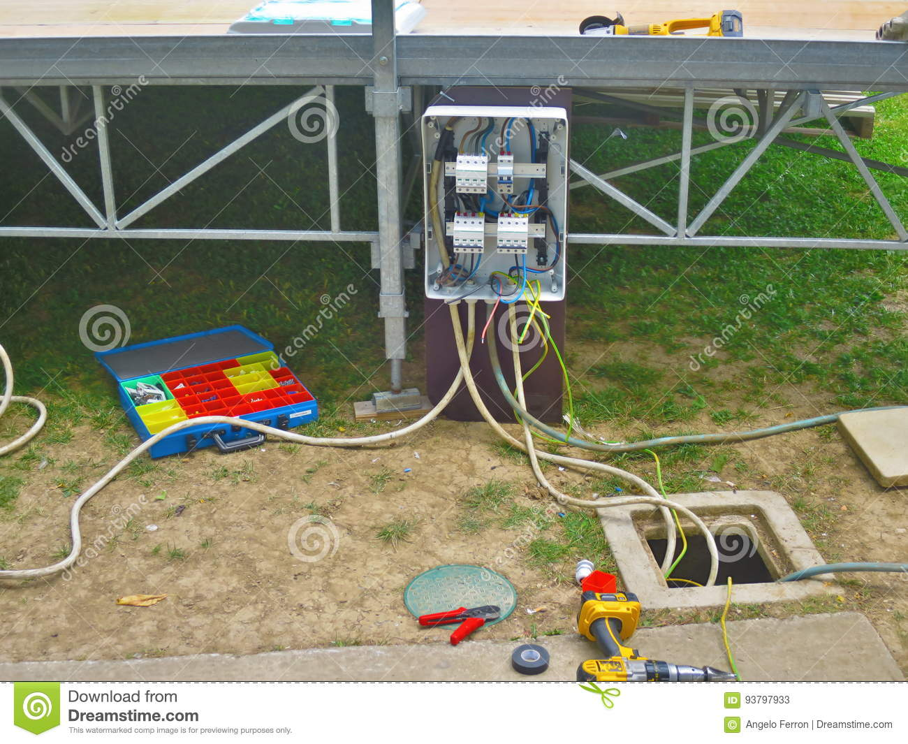 Electrical installation construction of a power line