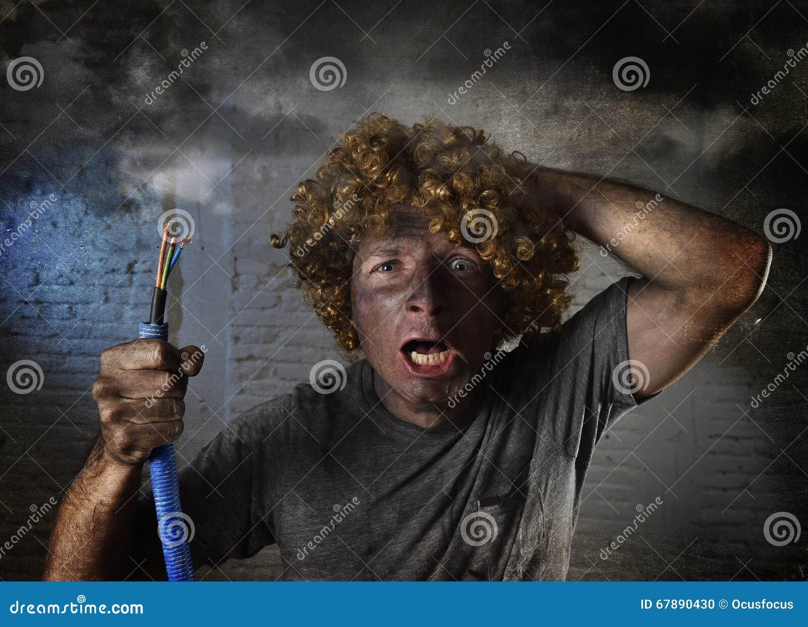 Девушку бьет токам видео
