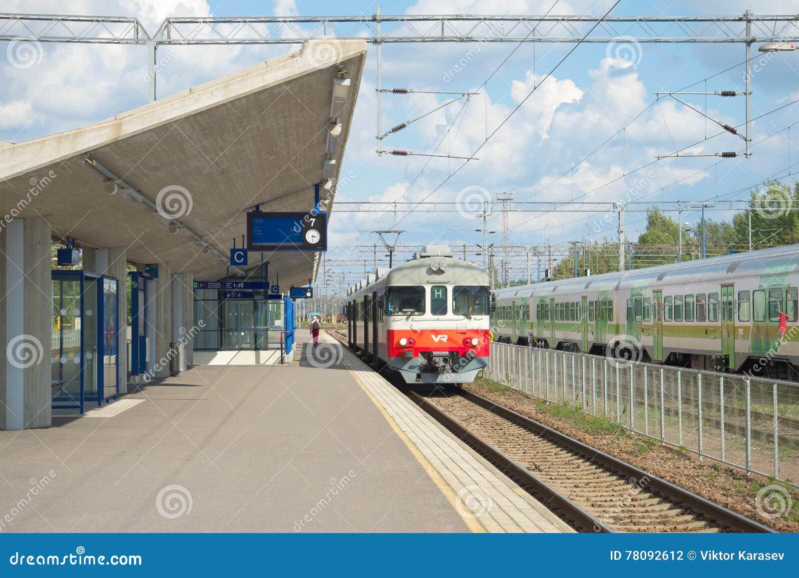 Electrometric pendlare för passagerare på plattformen av stationen Kouvola finland