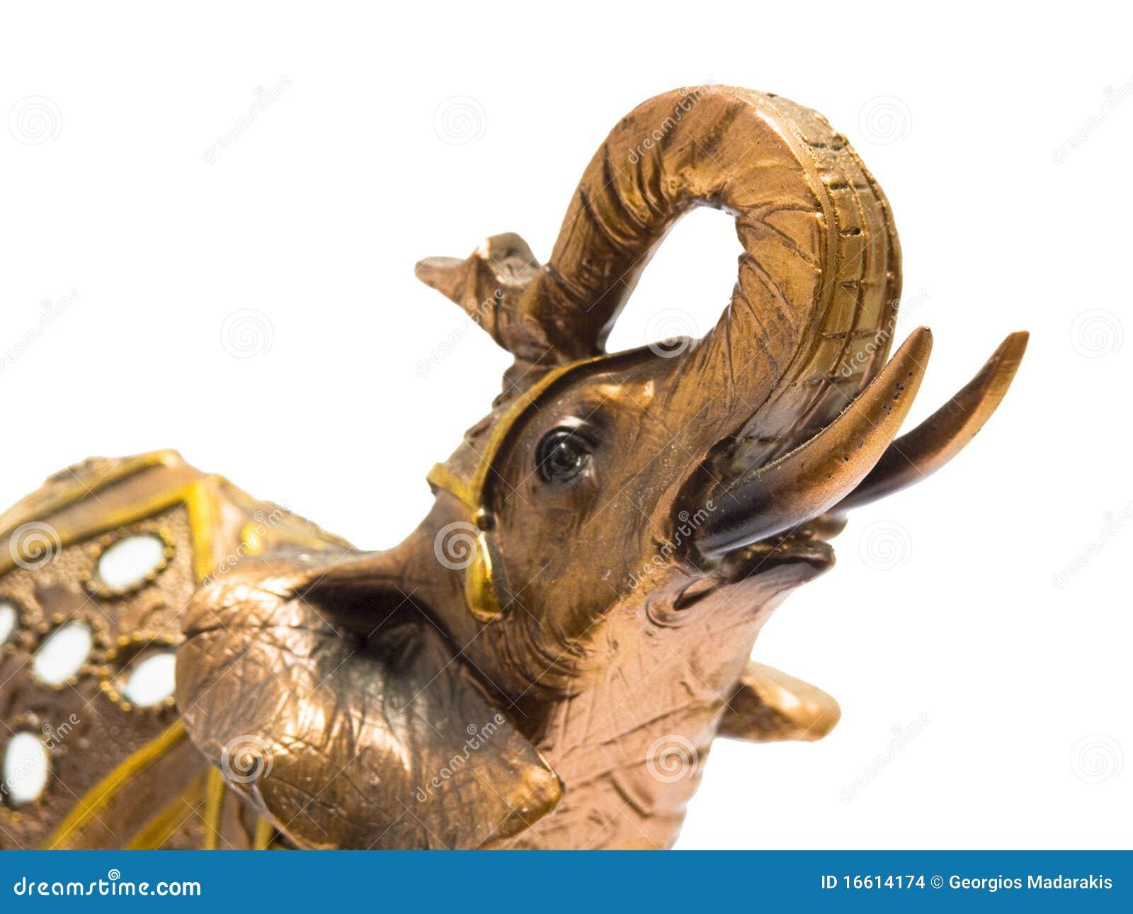 Elefante del shui del feng del oro en el fondo blanco for El arte del feng shui