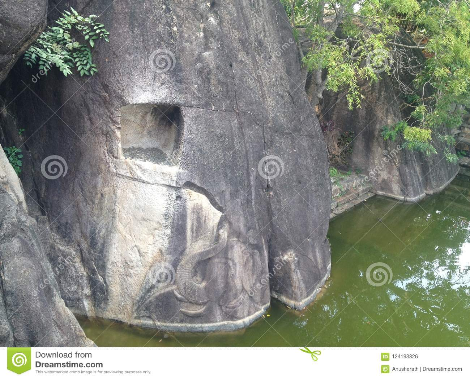 Elefantfris sned vaggar in den Isurumuniya templet, Anuradhapura