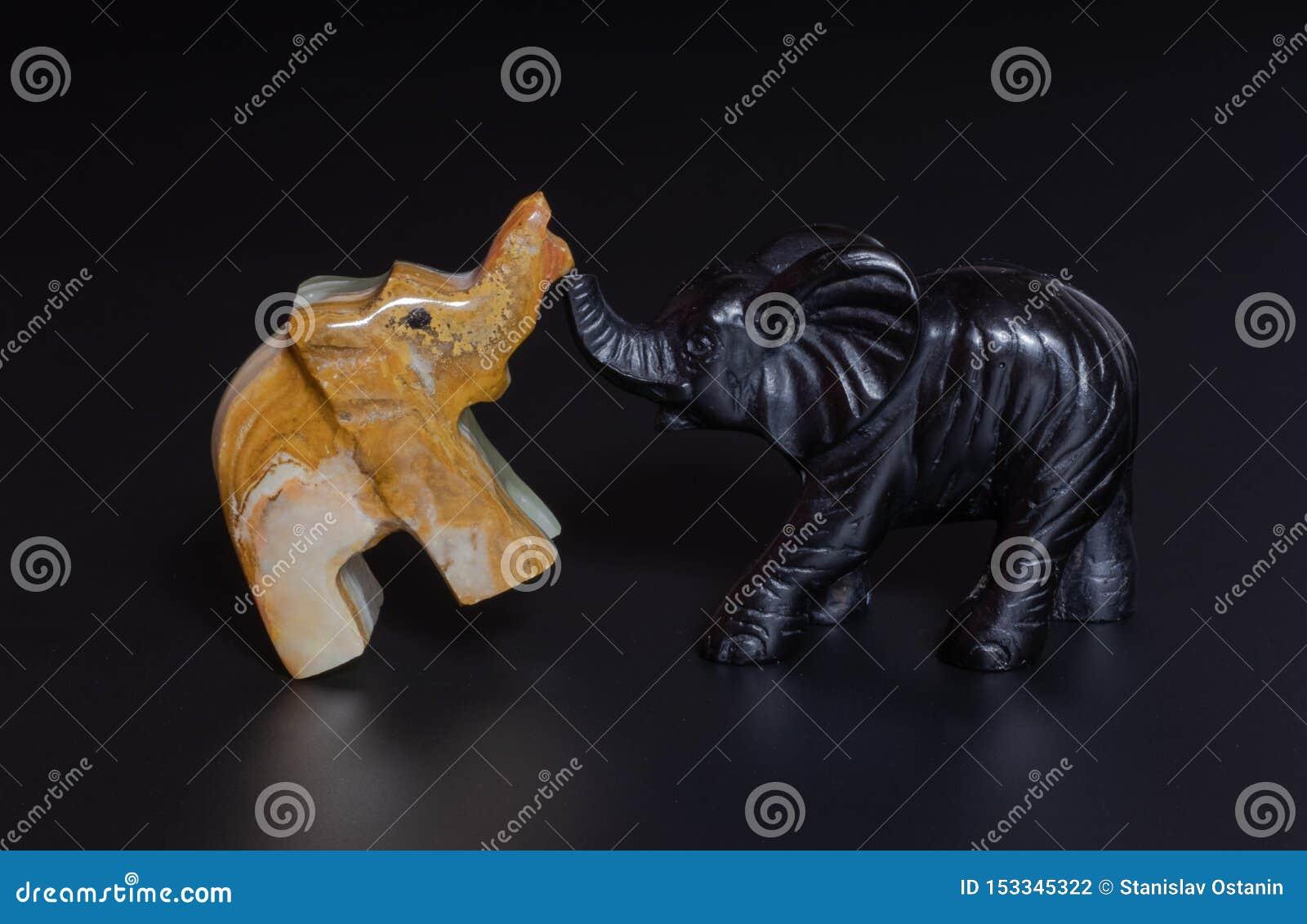 Elefantstatyett