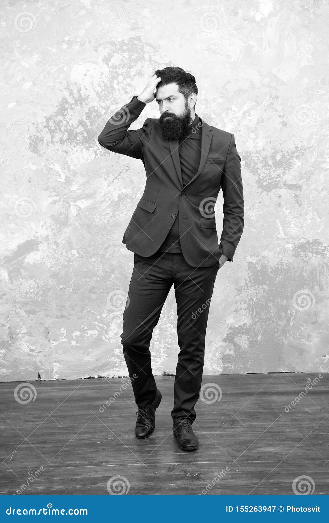Eleg?ncia e estilo masculino Fundo cinzento do equipamento elegante do homem de neg?cios ou do anfitri?o Conceito da forma Estilo