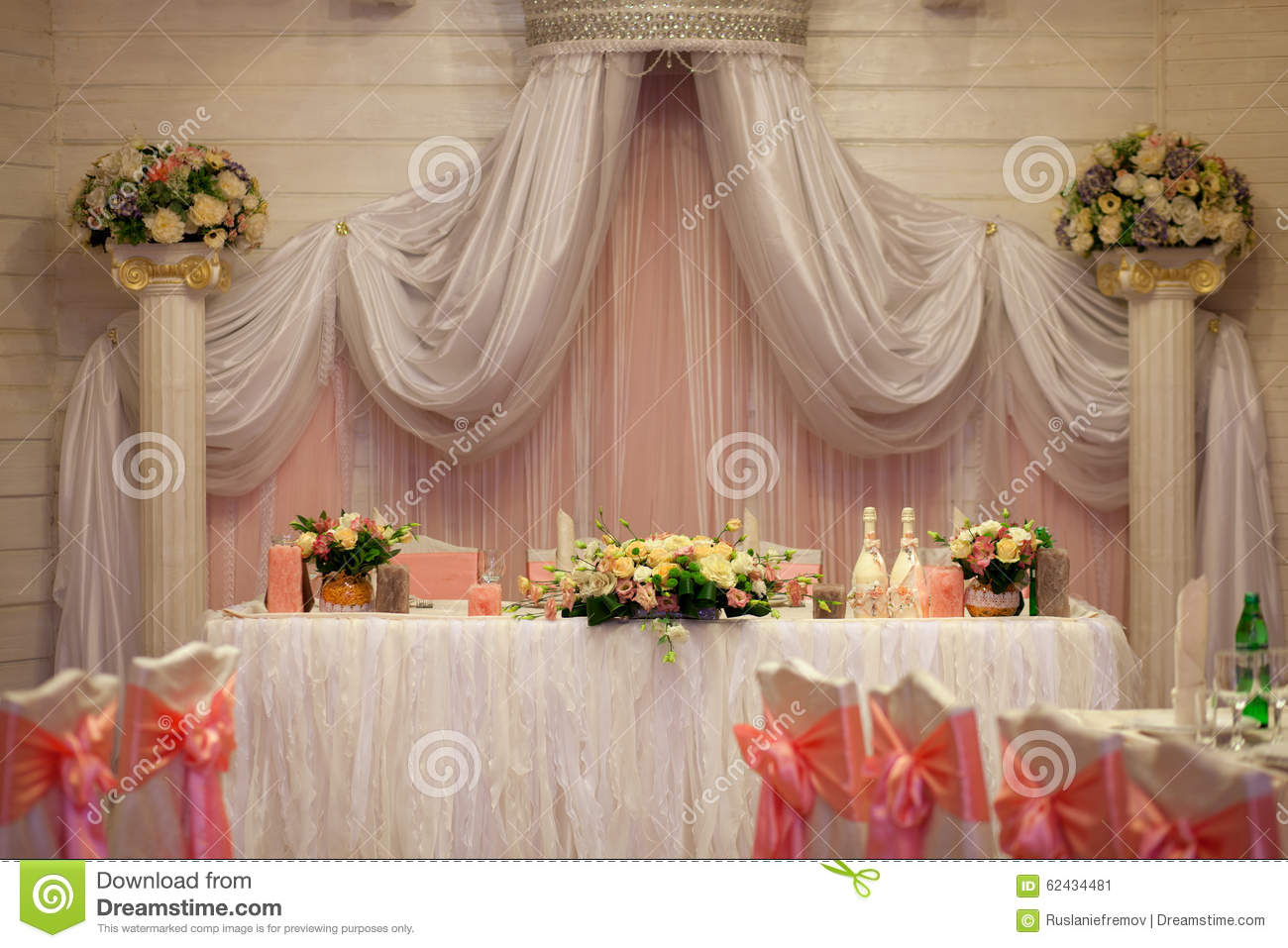 elegance table set up for wedding  flowers in the vase