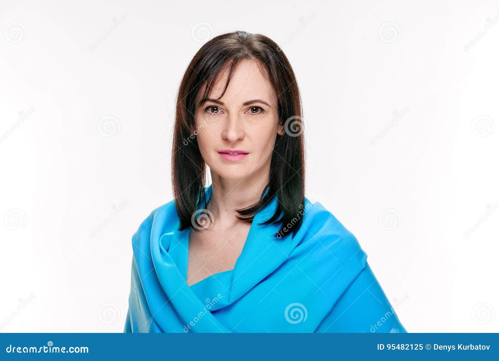 Elegancka kobieta z chustą