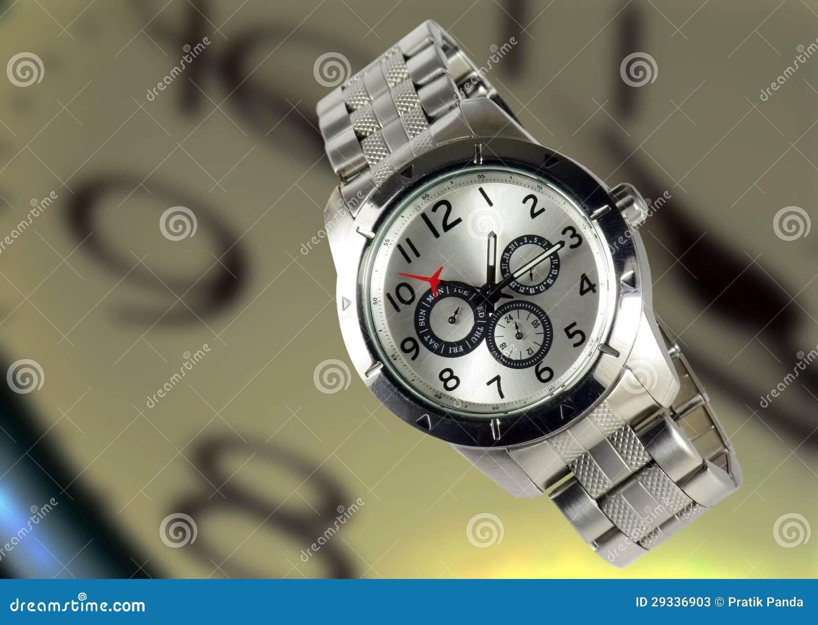 Elegancki modny kruszcowy wristwatch