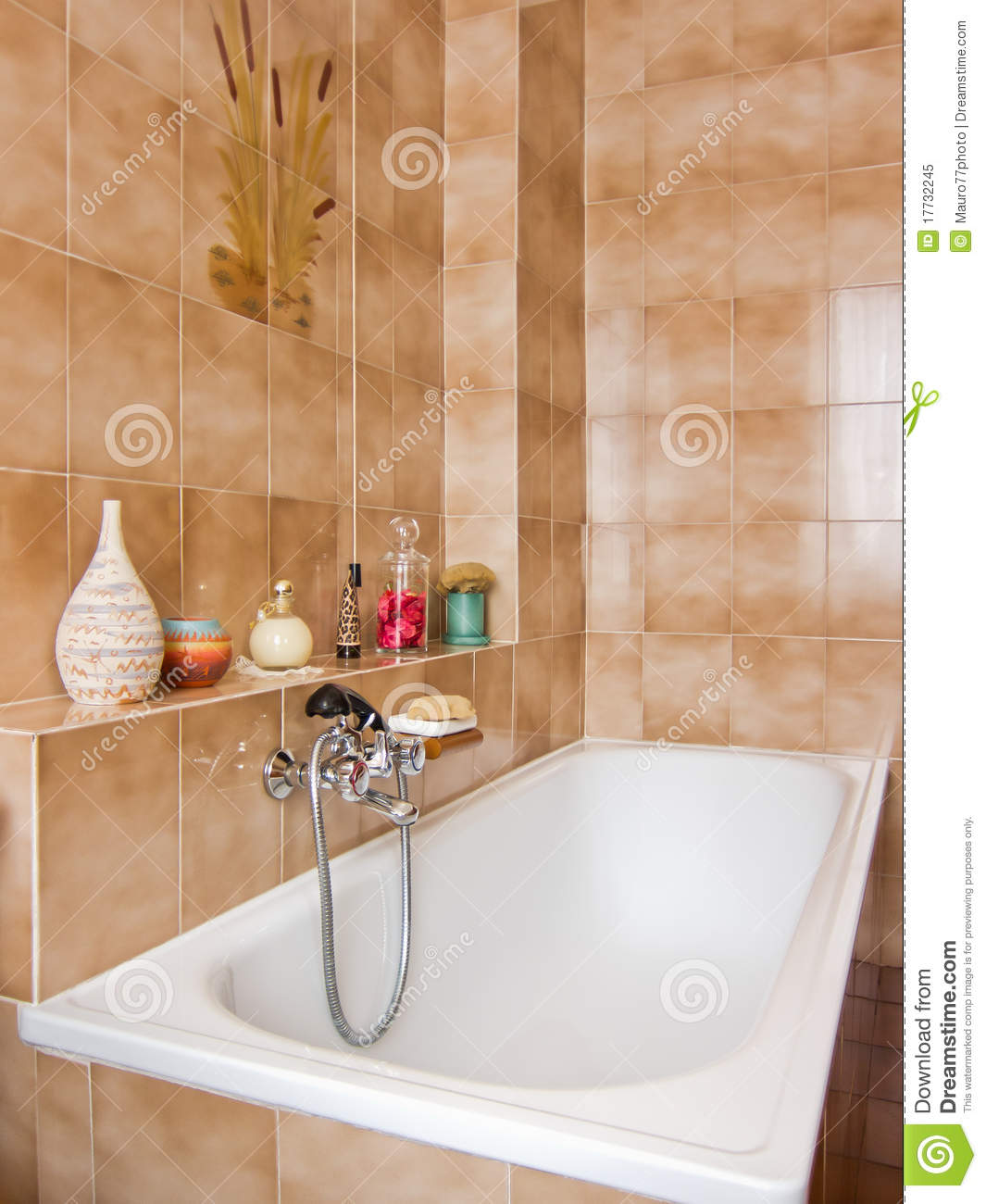 Classic Elegant Bathroom Flowers Roses Pearls: Elegant Bathroom Royalty Free Stock Photo