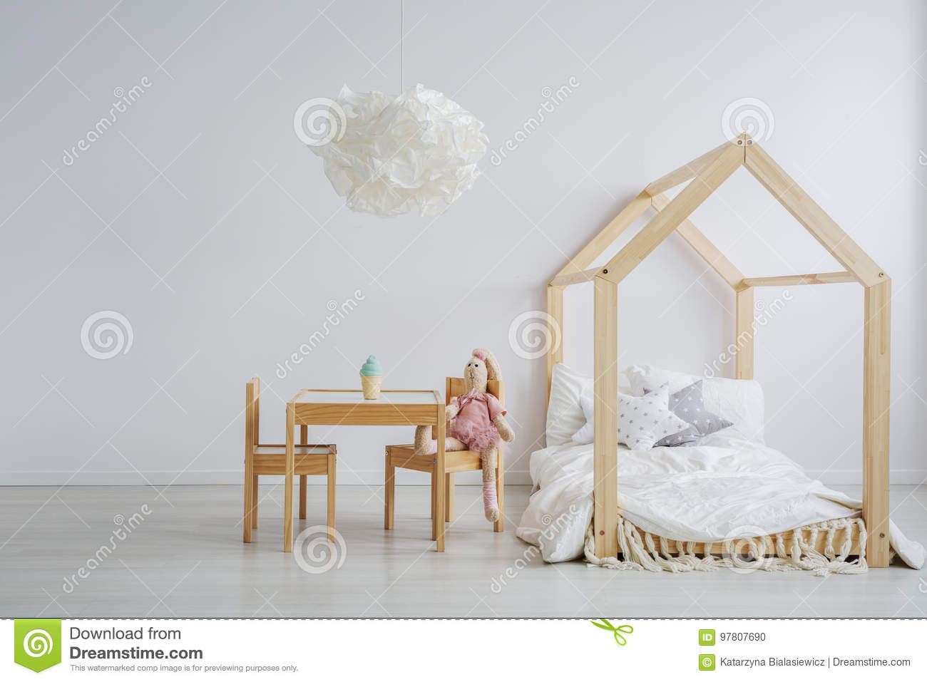Elegant child table and bed